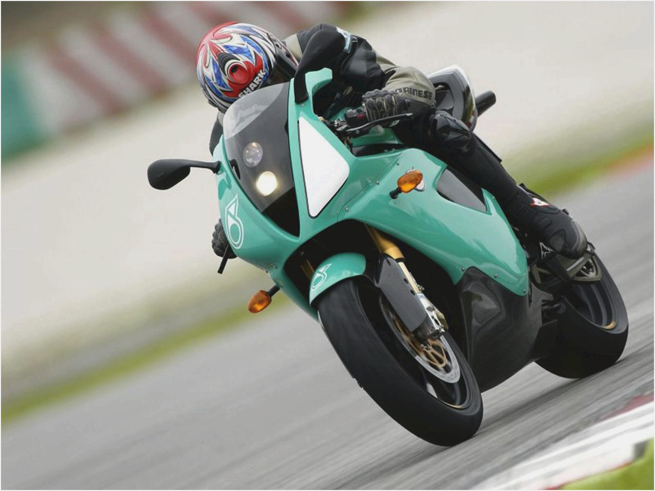 Petronas FP1 2004 images #119084