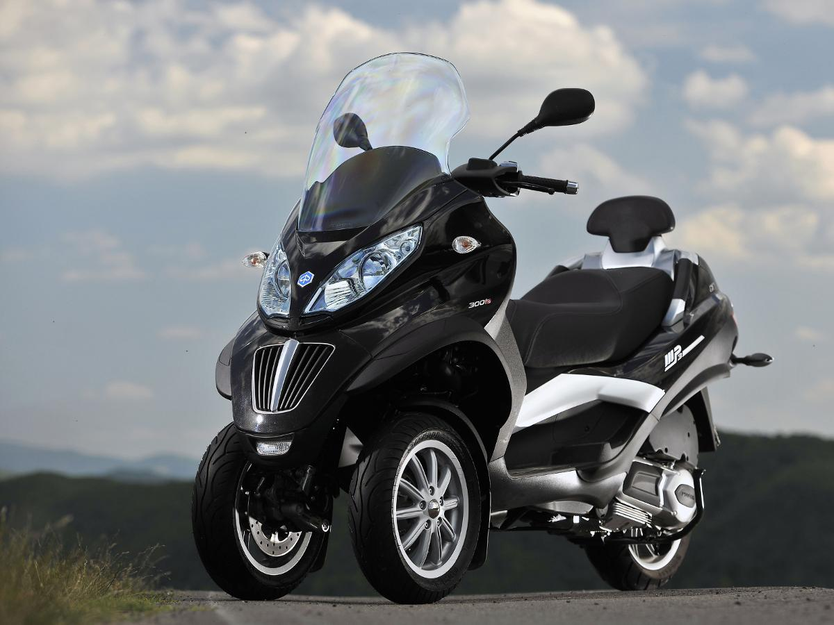 2011 piaggio mp3 300 yourban lt pics specs and. Black Bedroom Furniture Sets. Home Design Ideas