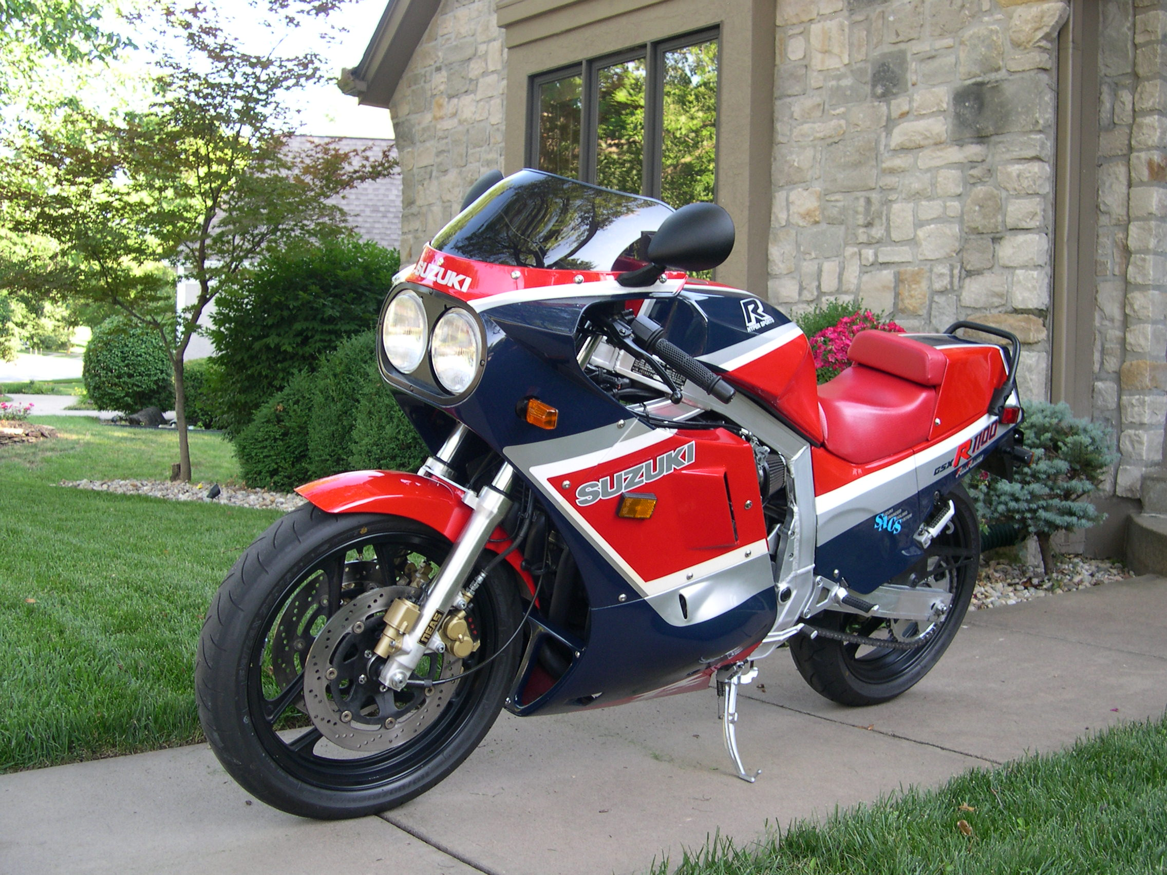 1988 suzuki gsx r 1100 pics specs and information. Black Bedroom Furniture Sets. Home Design Ideas