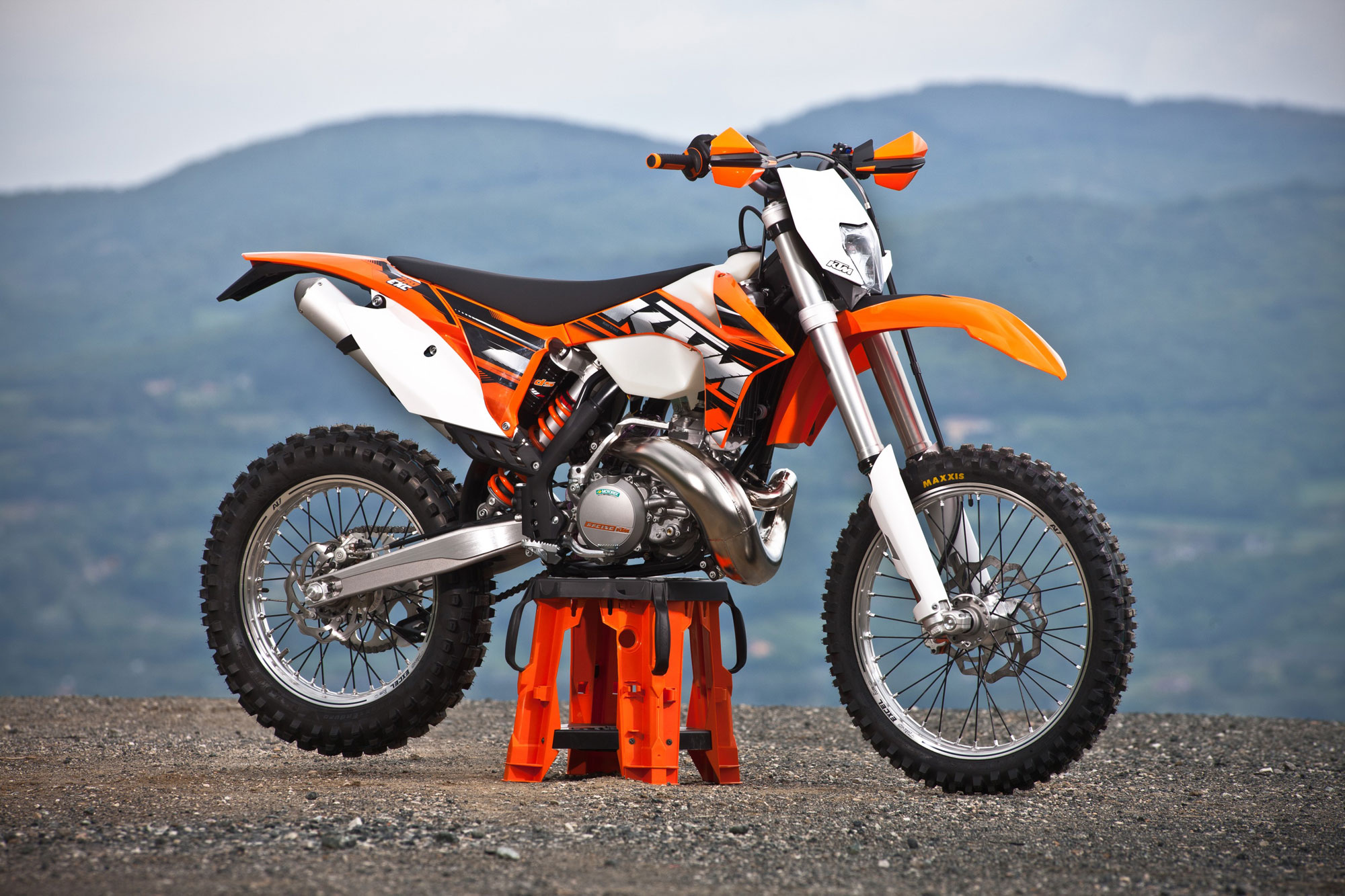 2000 ktm 250 exc pics specs and information. Black Bedroom Furniture Sets. Home Design Ideas
