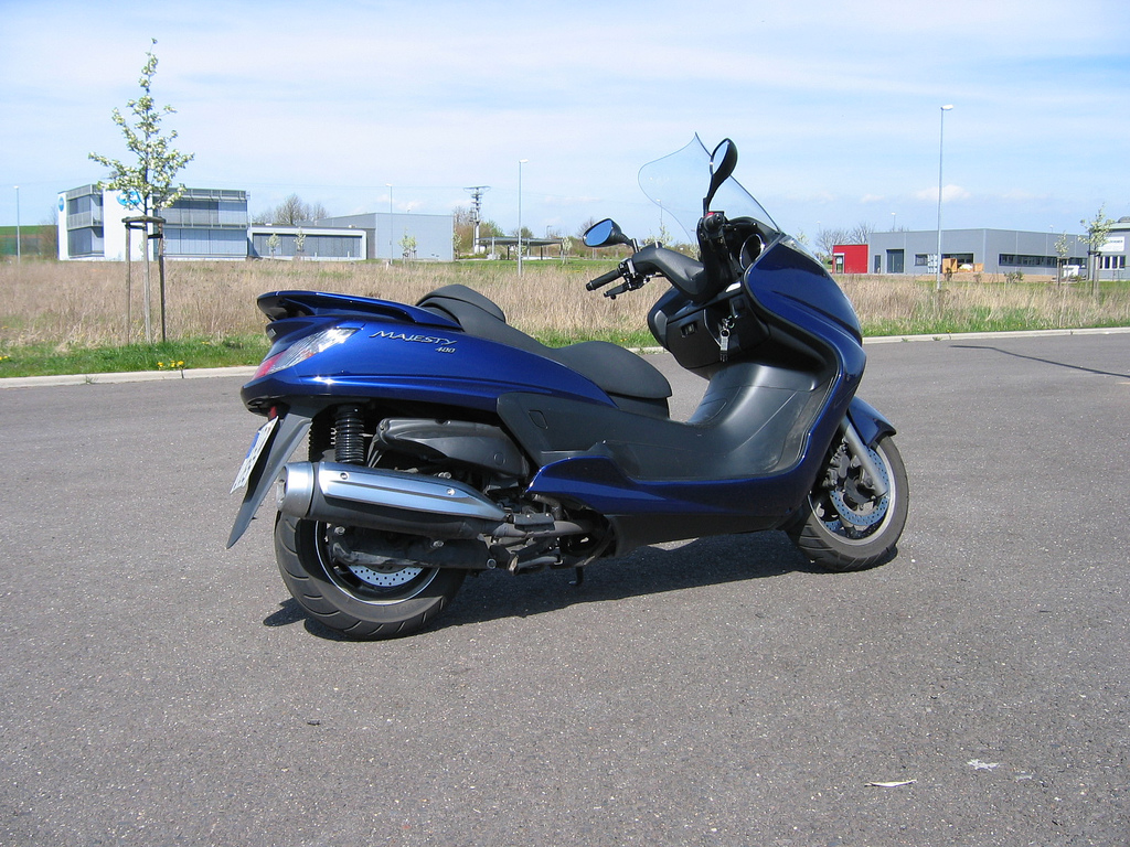 2005 yamaha majesty 400 pics specs and information. Black Bedroom Furniture Sets. Home Design Ideas