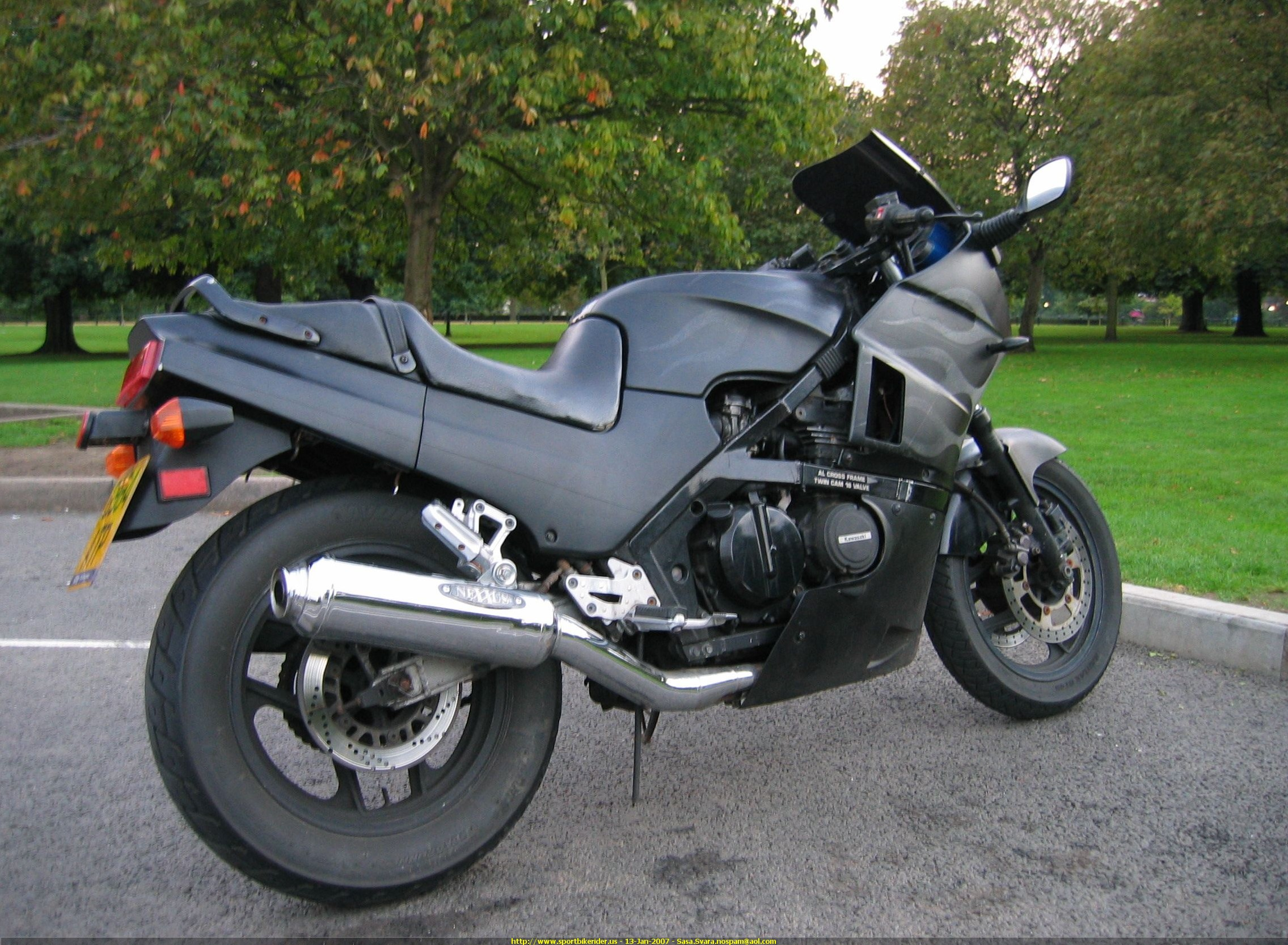 Review of Kawasaki GPZ 400 R 1986: pictures, live photos