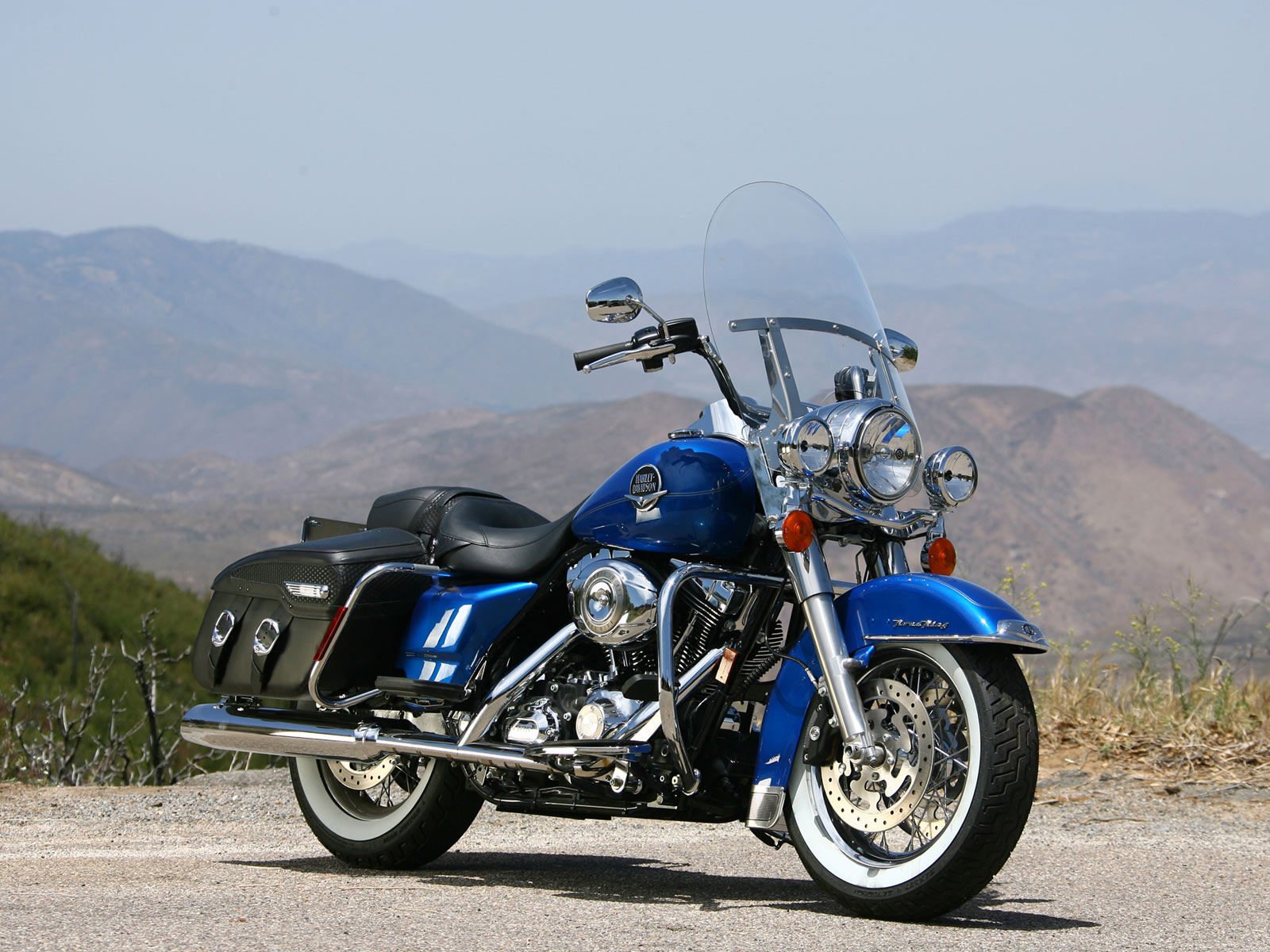 Harley-Davidson FLHRC Road King Classic pics #18755