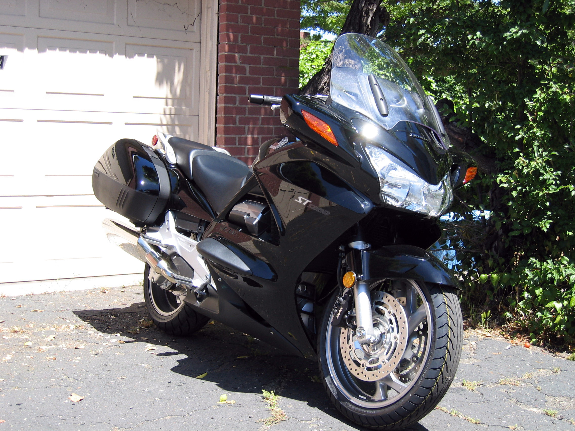 2006 honda st 1300 pan european abs pics specs and. Black Bedroom Furniture Sets. Home Design Ideas
