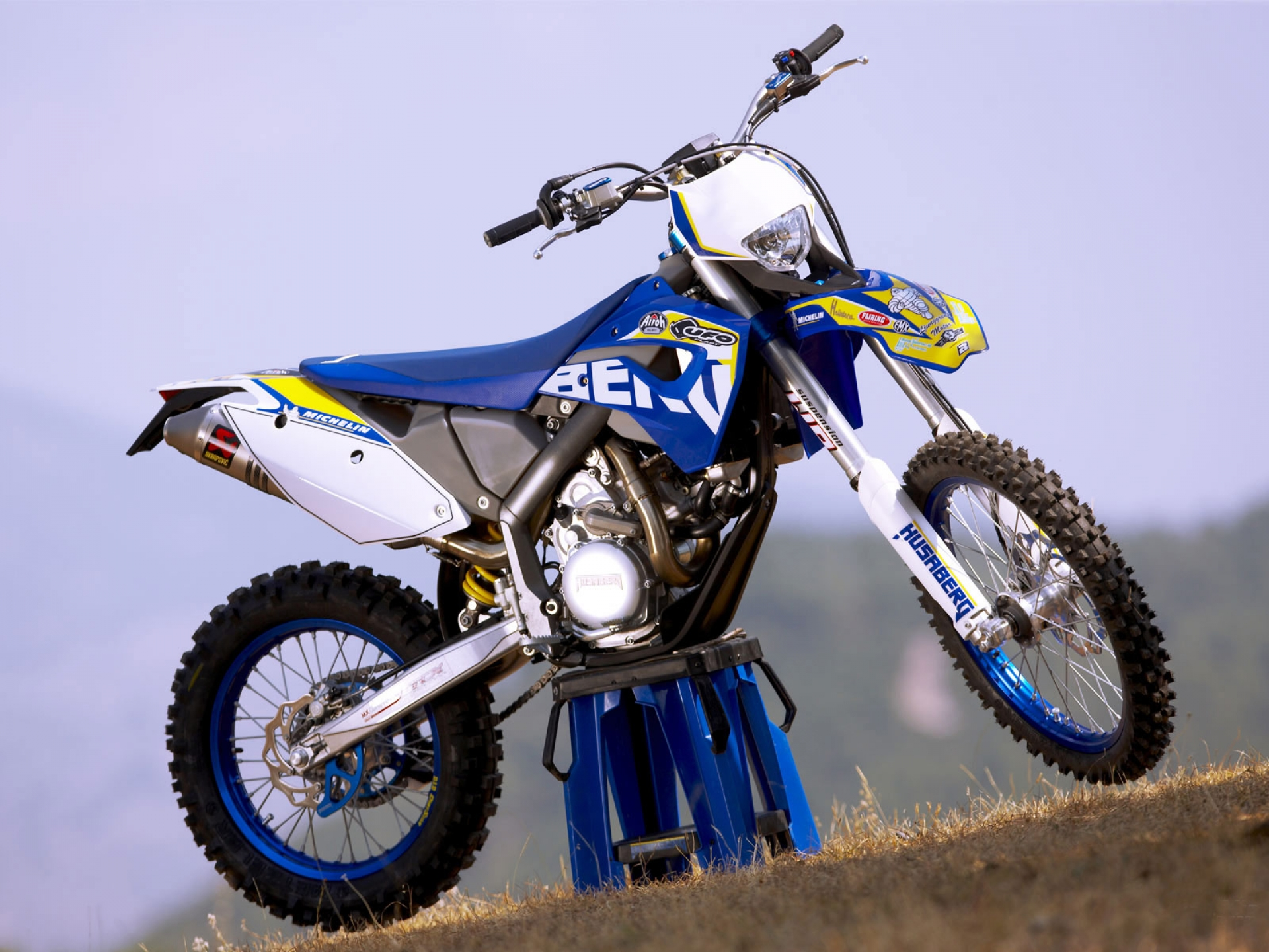 Husaberg FS 570 Supermoto 2010 wallpapers #160687