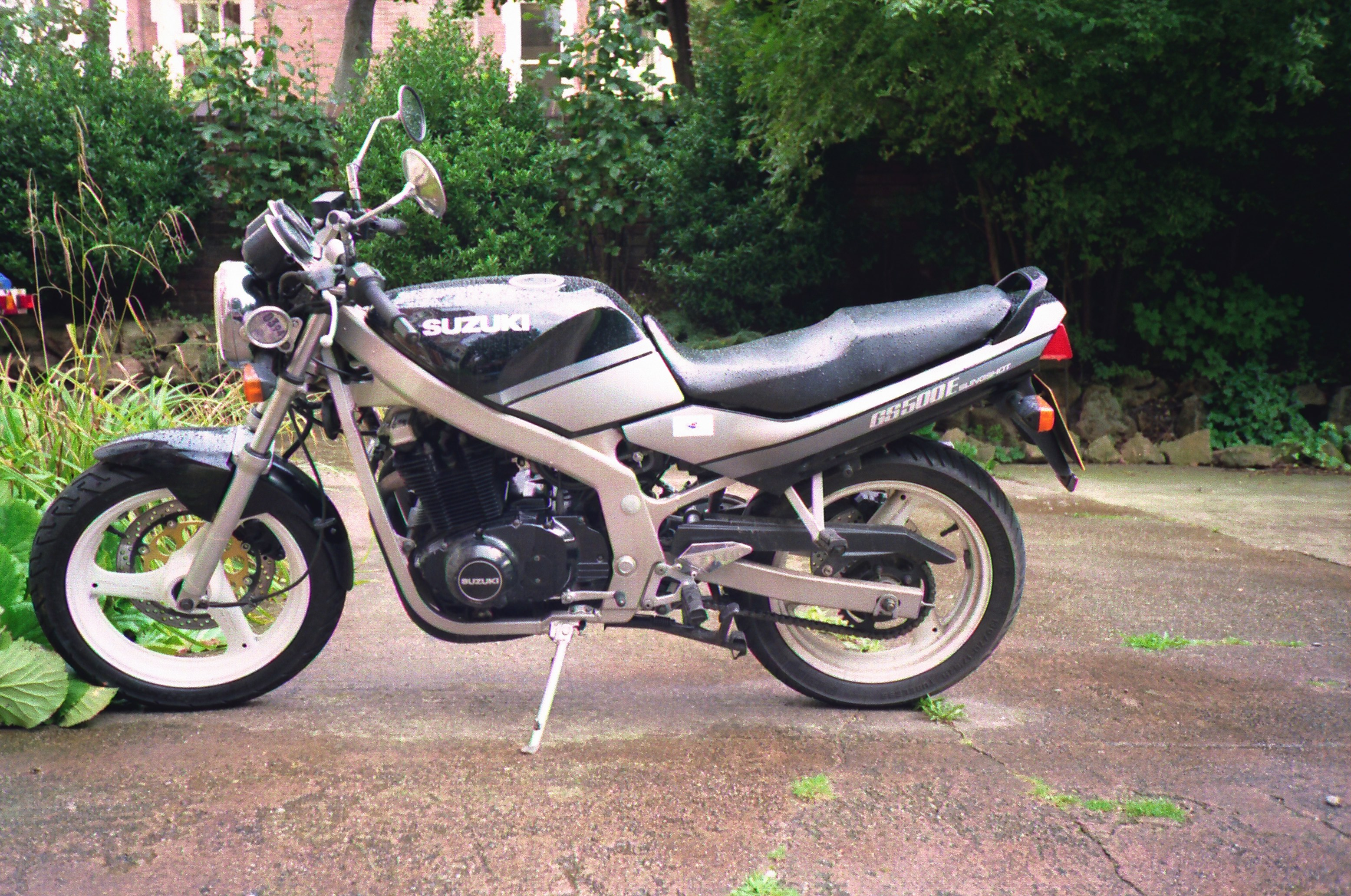 1995 suzuki gs 500 e pics specs and information. Black Bedroom Furniture Sets. Home Design Ideas