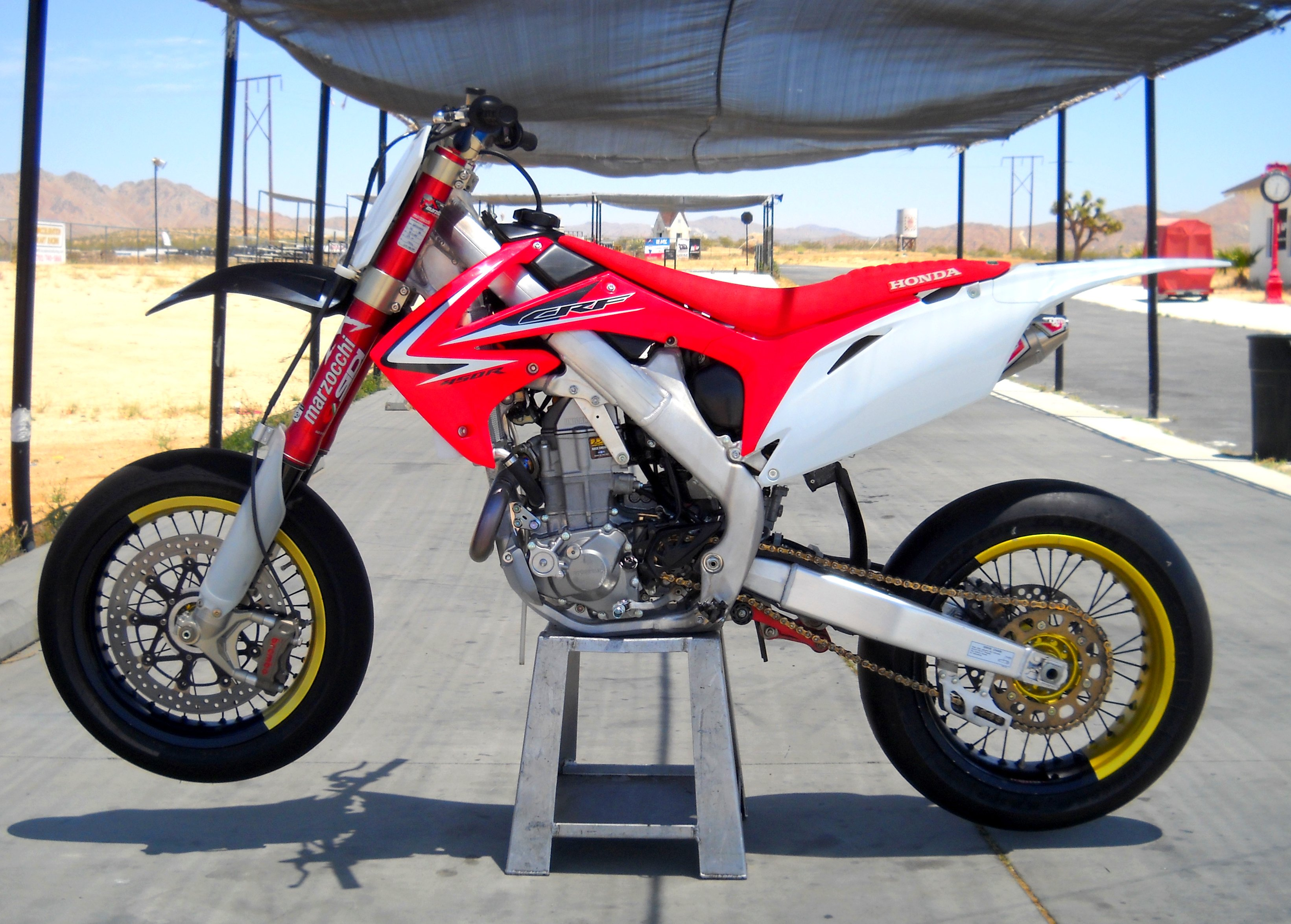 2008 Honda CRF 450 R: pics, specs and information - onlymotorbikes.com