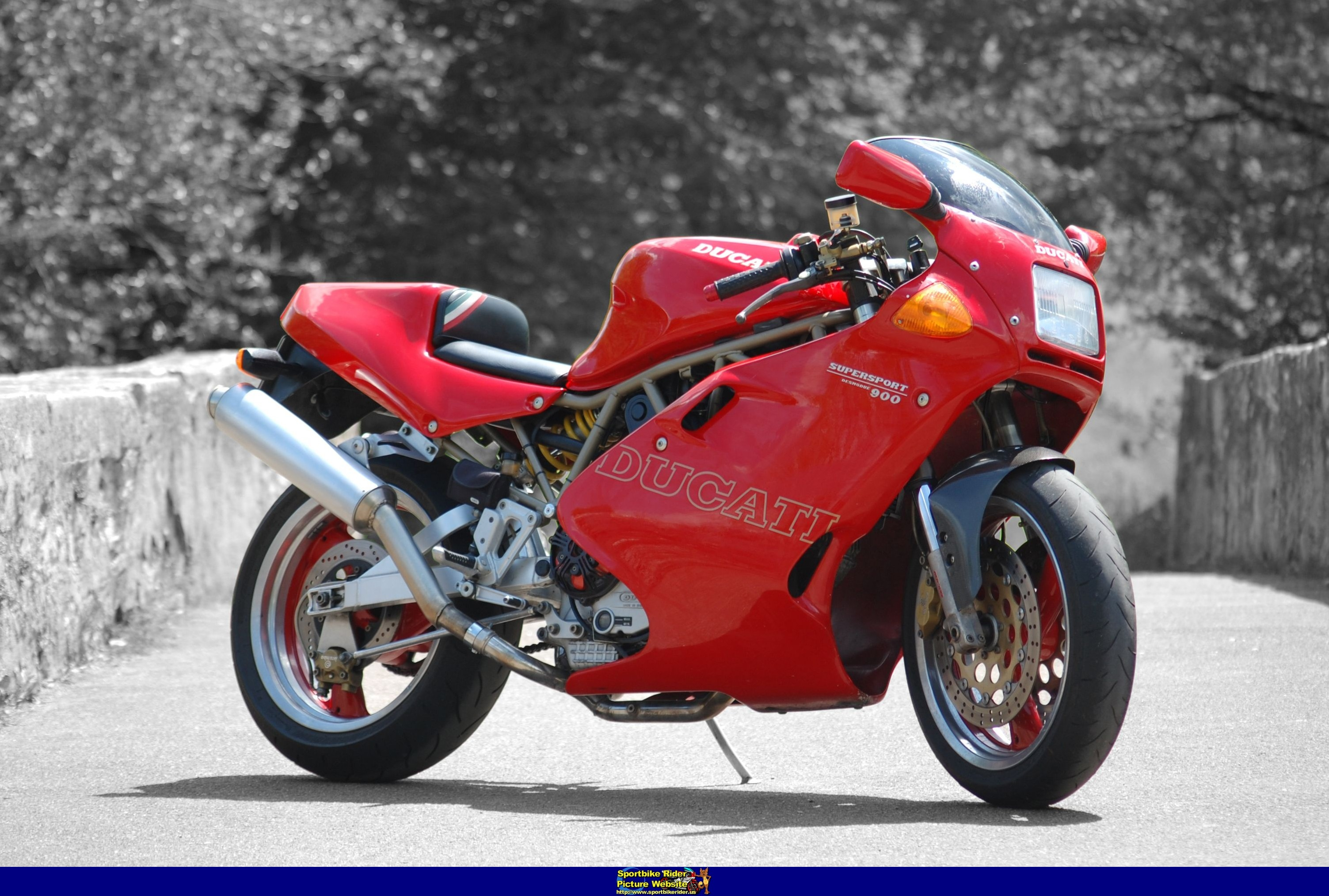 Ducati 900 SS Carenata 2001 wallpapers #11109