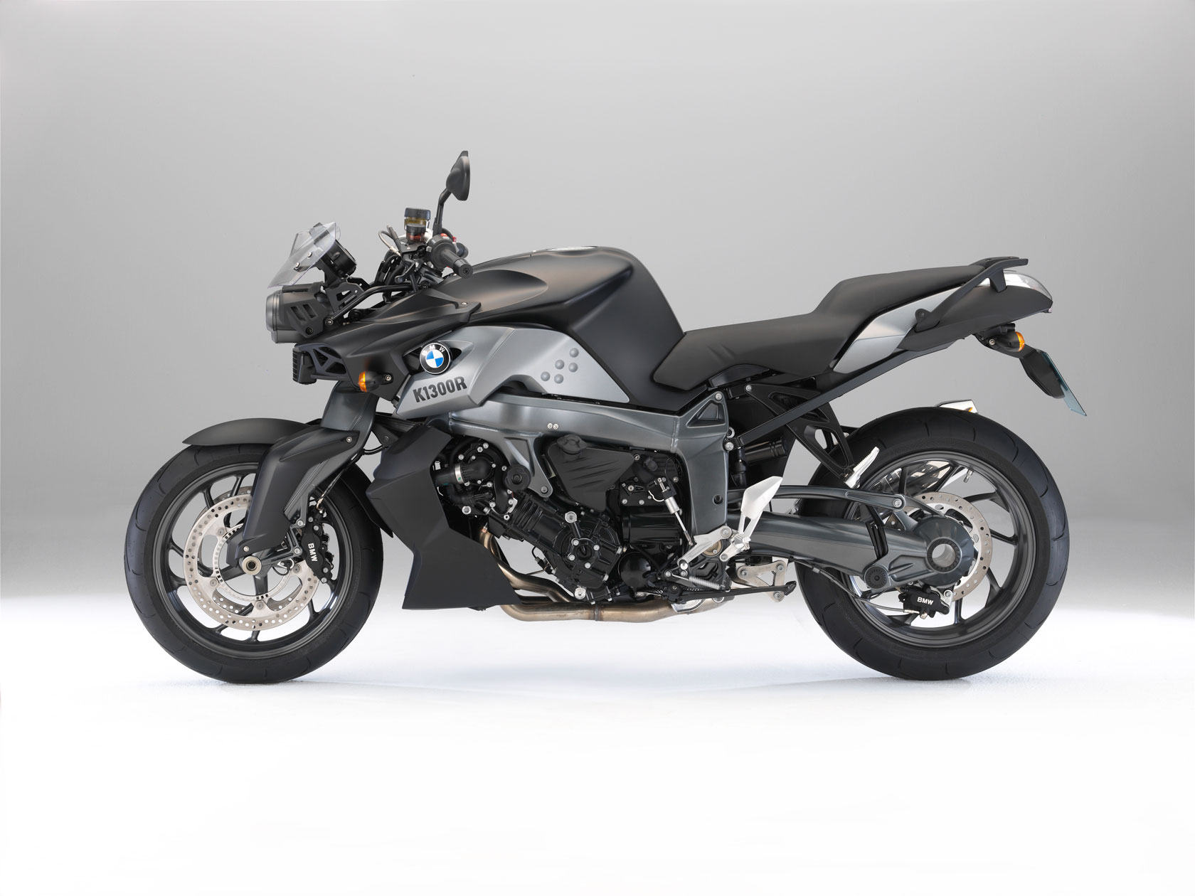 2015 bmw k1300s pics specs and information. Black Bedroom Furniture Sets. Home Design Ideas