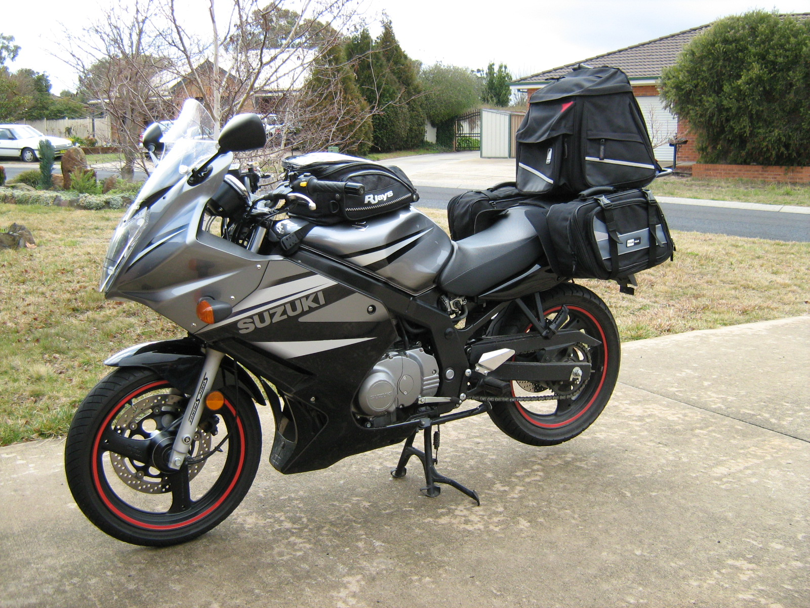 2004 suzuki gs 500 e pics specs and information. Black Bedroom Furniture Sets. Home Design Ideas