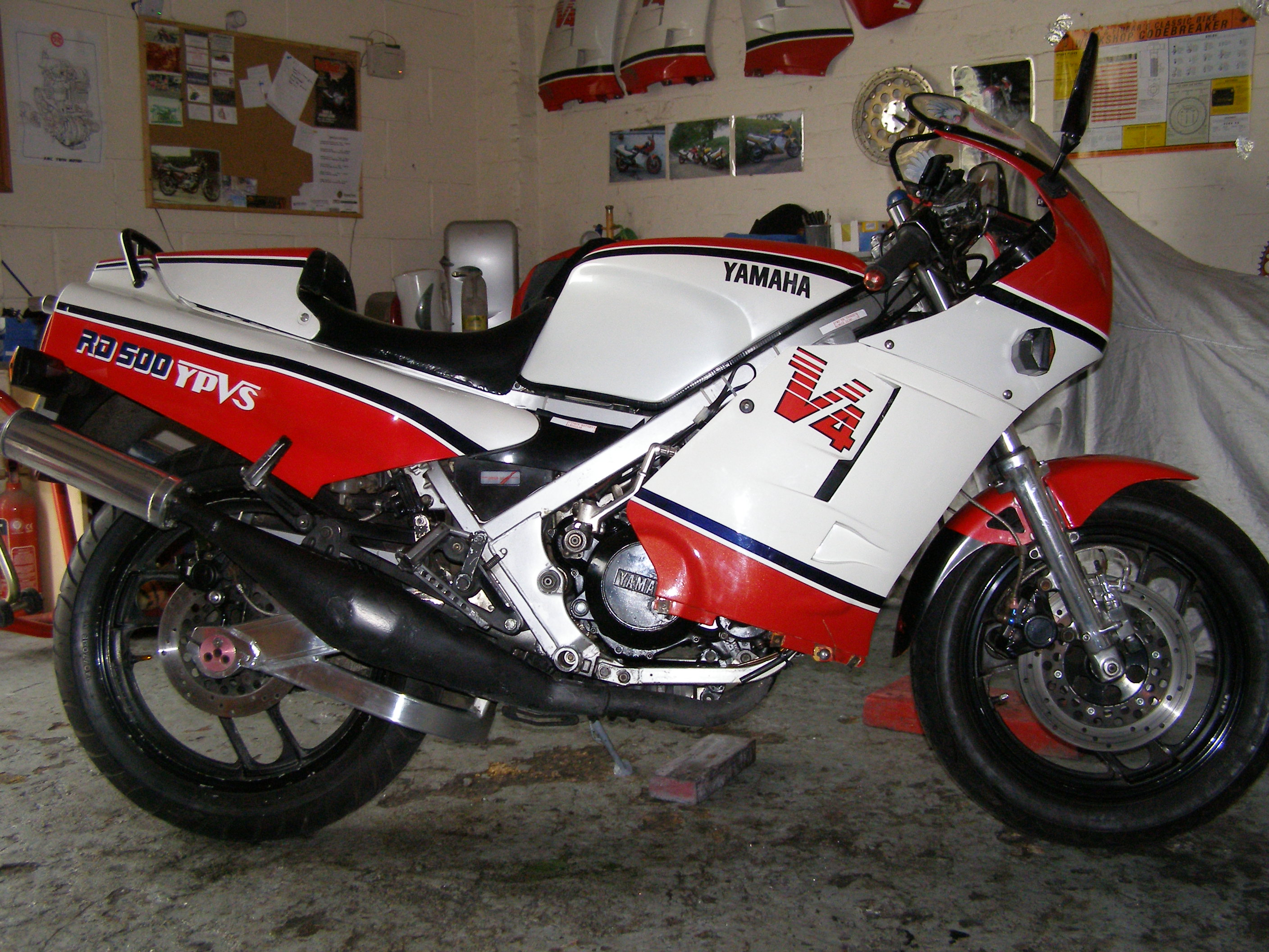 Yamaha RD 500 LC 1985 images #90040