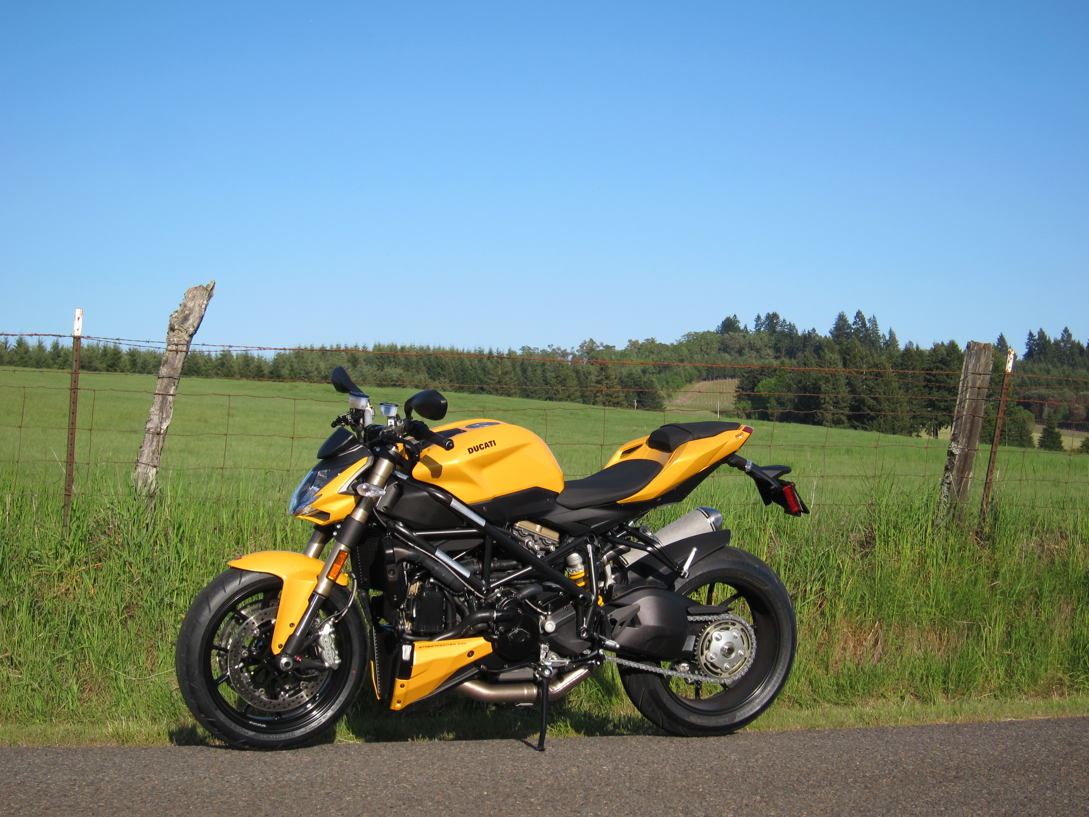 ducati streetfighter 848 pics specs and list of seriess