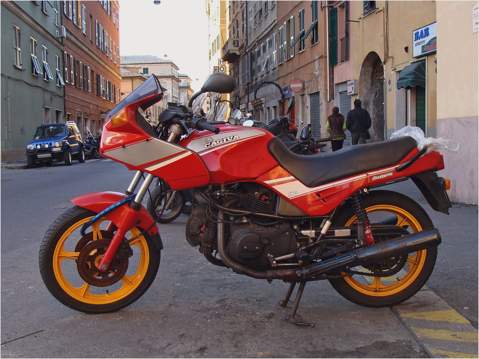Cagiva 650 Alazzurra pics specs and list of seriess by year