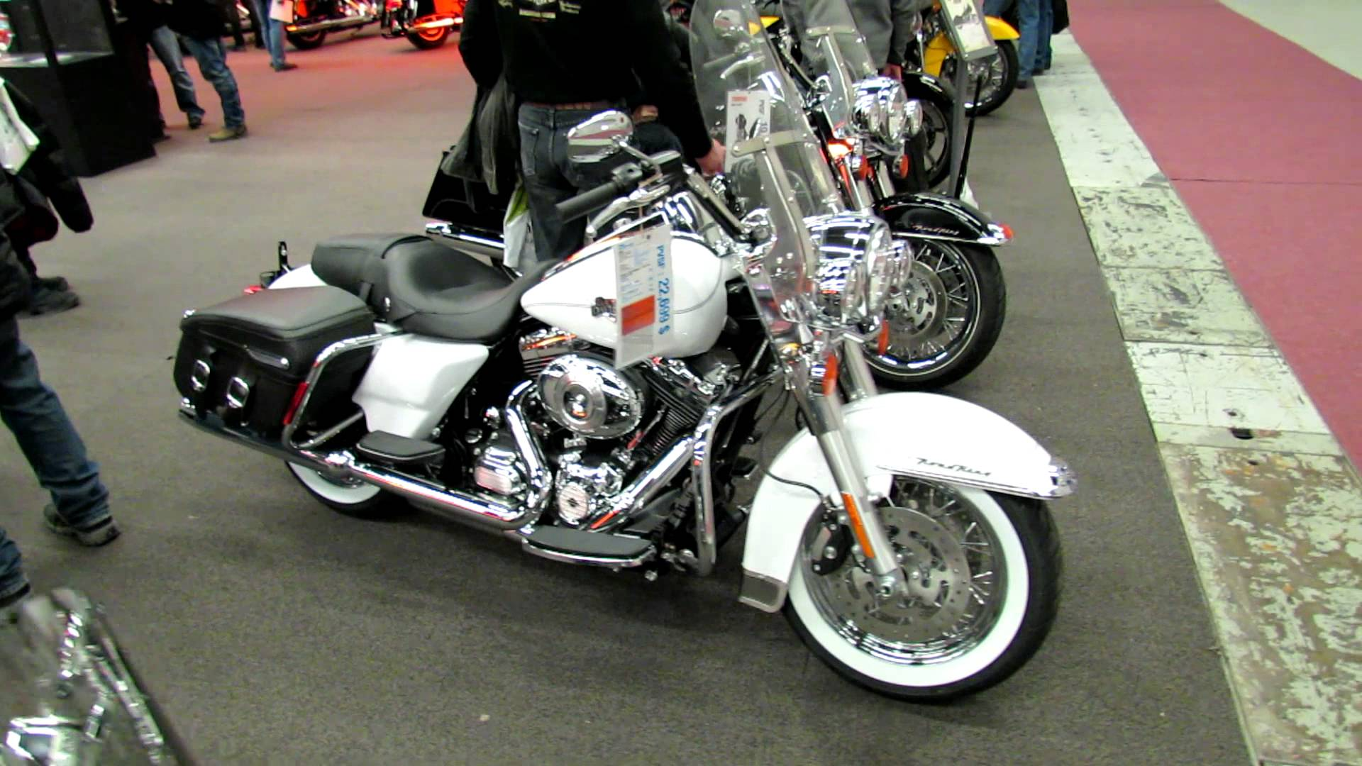Harley-Davidson FLHRC Road King Classic pics #20458