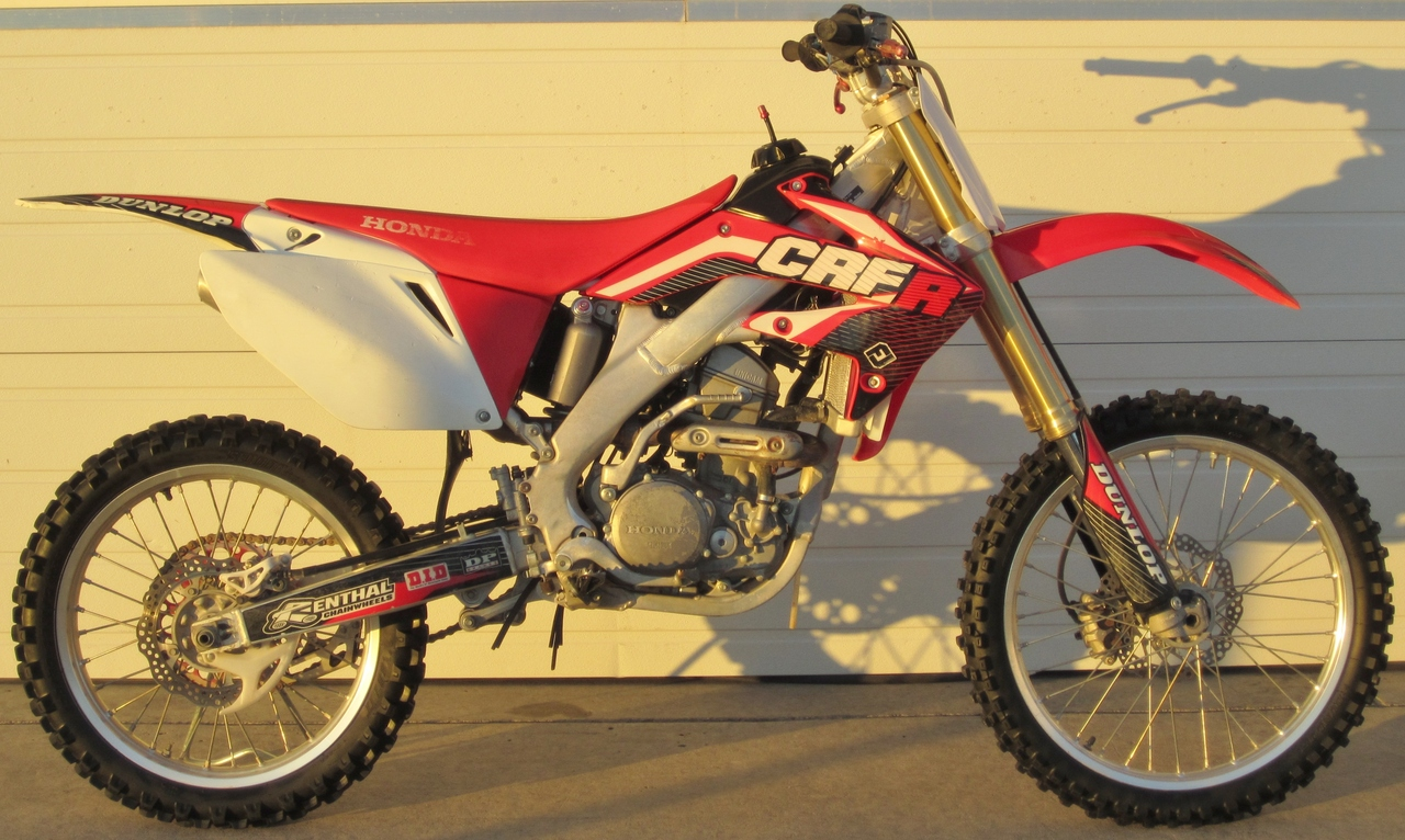 honda crf 250 r pics specs and list of seriess by year. Black Bedroom Furniture Sets. Home Design Ideas