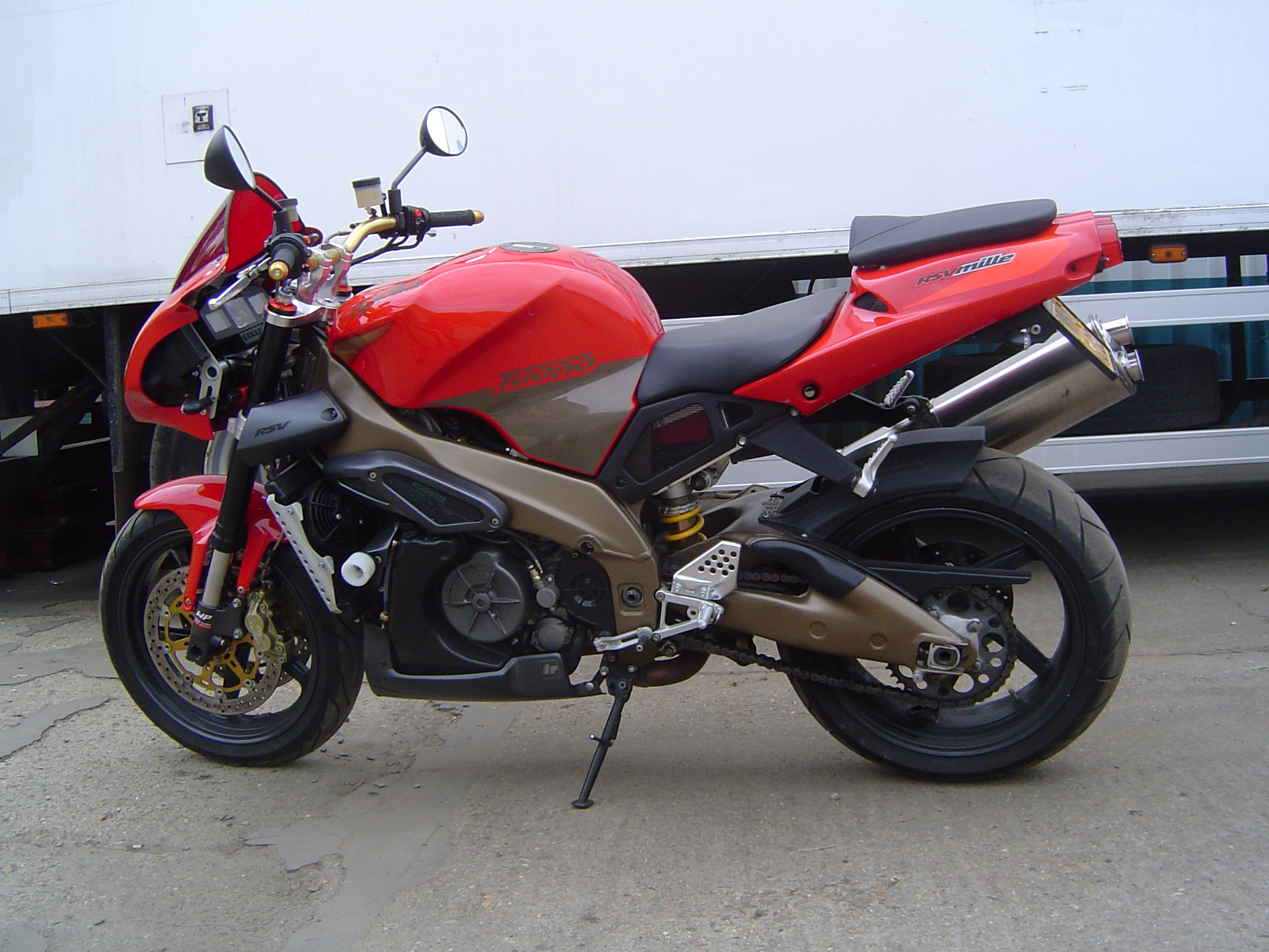 2003 Aprilia Tuono 1000: pics, specs and information
