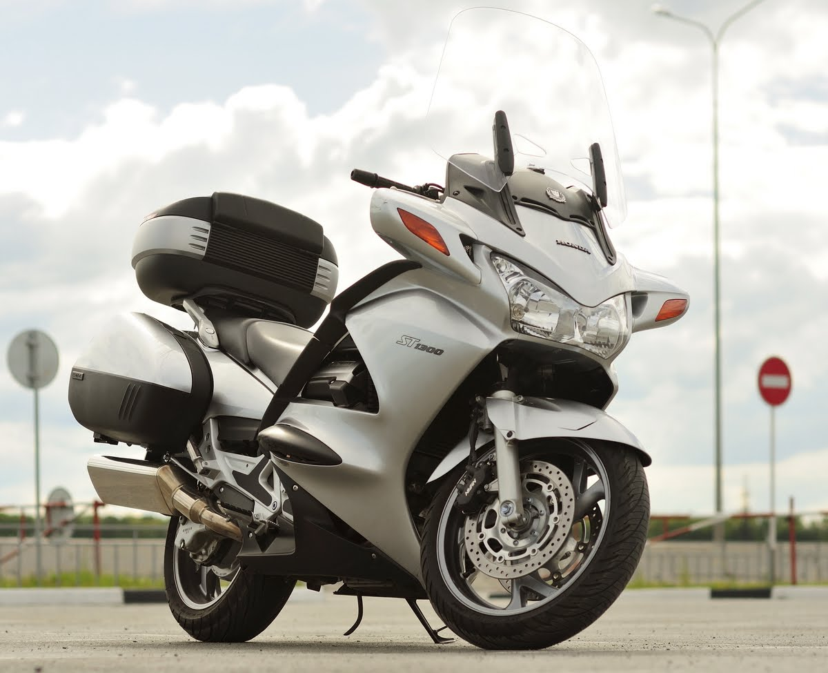 honda st 1300 pan european pics specs and list of seriess by year. Black Bedroom Furniture Sets. Home Design Ideas