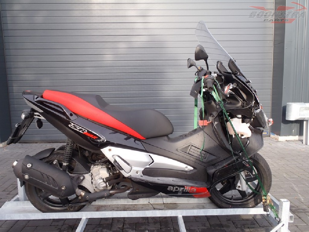 2011 aprilia sr max 300 pics specs and information. Black Bedroom Furniture Sets. Home Design Ideas