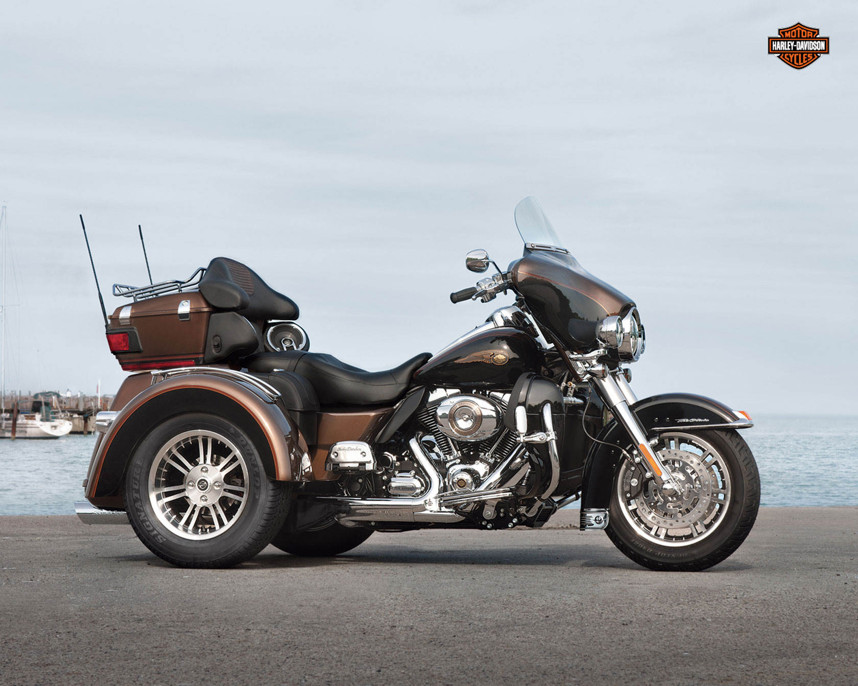 Harley-Davidson FLHTCUTG Tri Glide Ultra Classic 2012 wallpapers #160304