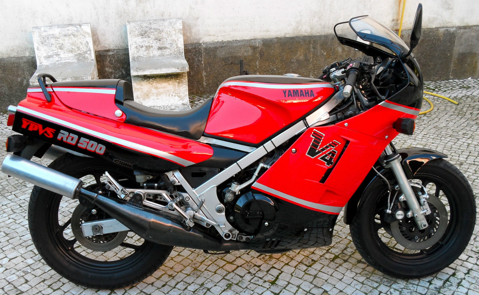 Yamaha RD 500 LC: pics, specs and list of seriess by year