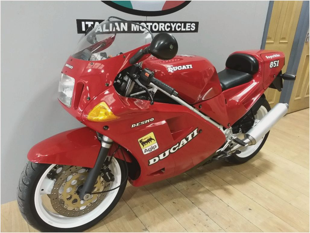 Ducati 851 Strada 1990 wallpapers #10628
