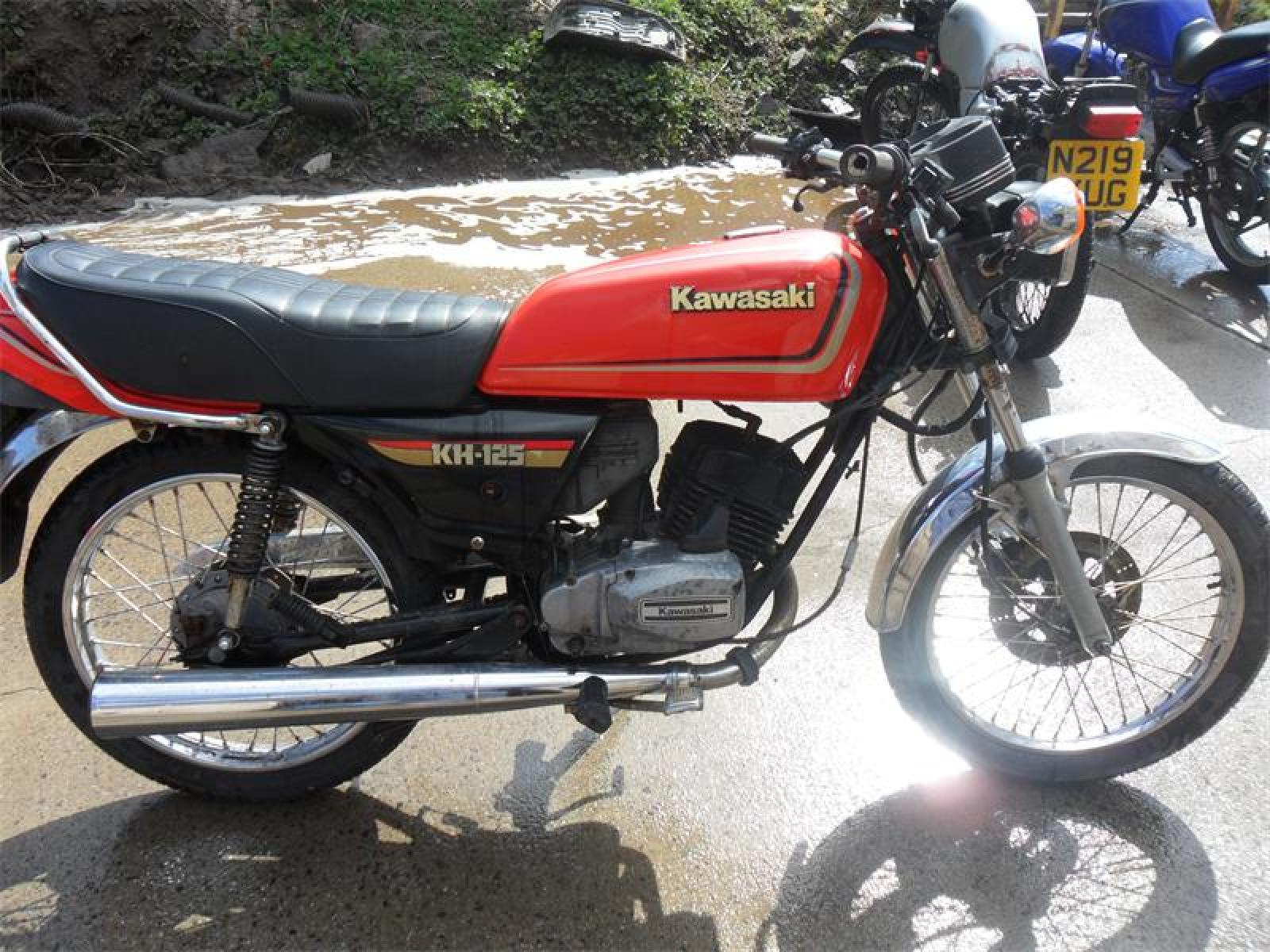 kawasaki kh 125 pics specs and list of seriess by year. Black Bedroom Furniture Sets. Home Design Ideas