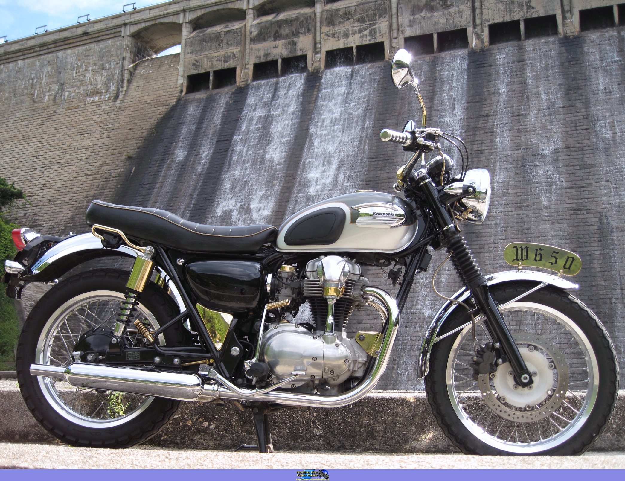 Kawasaki W 650 Pics Specs And List Of Seriess By Year