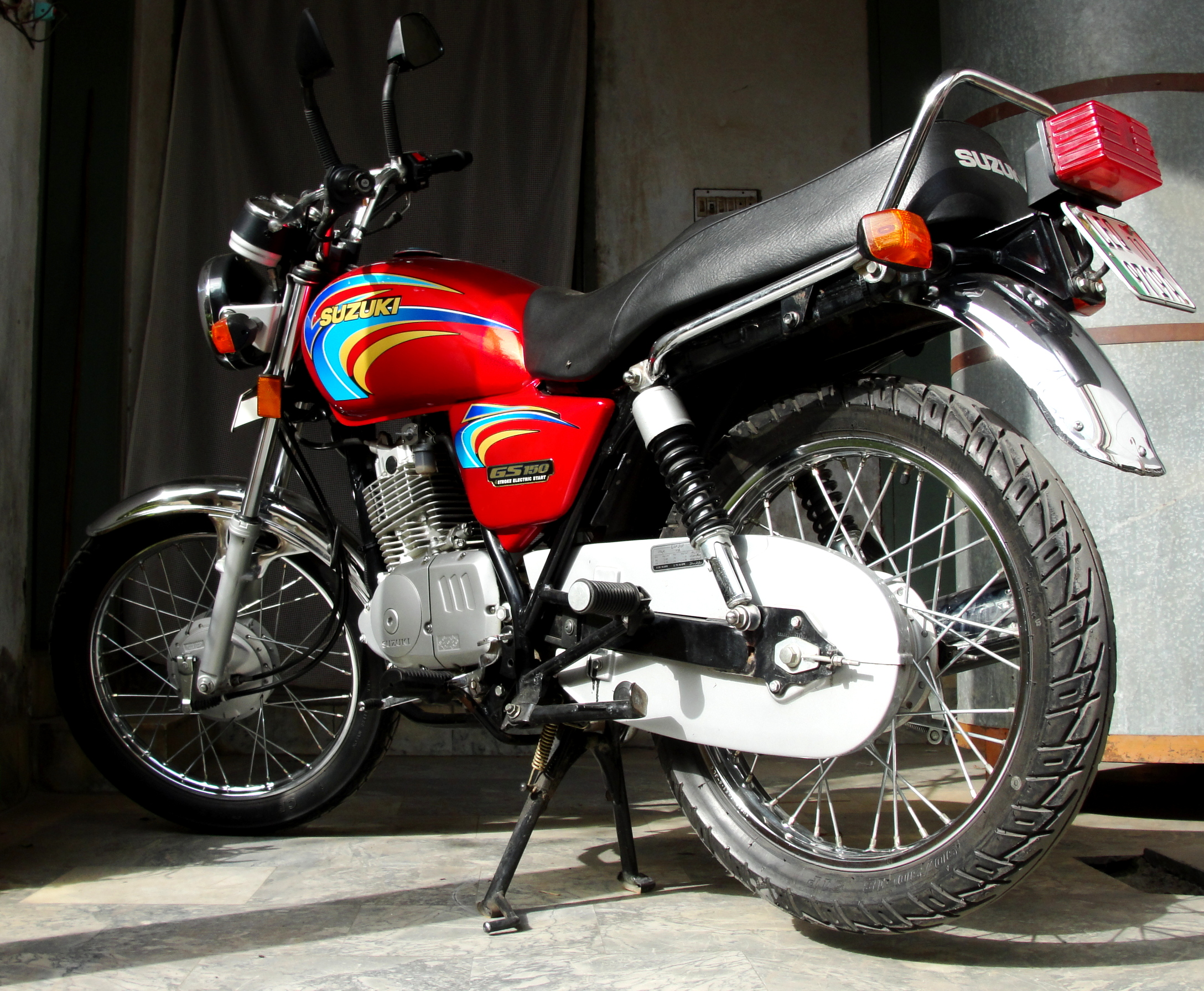 1991 suzuki gs 125 r pics specs and information. Black Bedroom Furniture Sets. Home Design Ideas