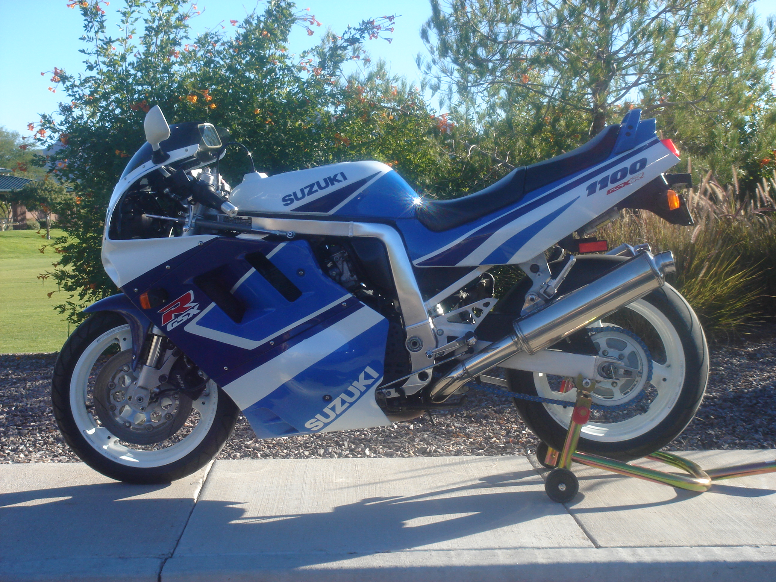 1990 suzuki gsx r 1100 pics specs and information. Black Bedroom Furniture Sets. Home Design Ideas