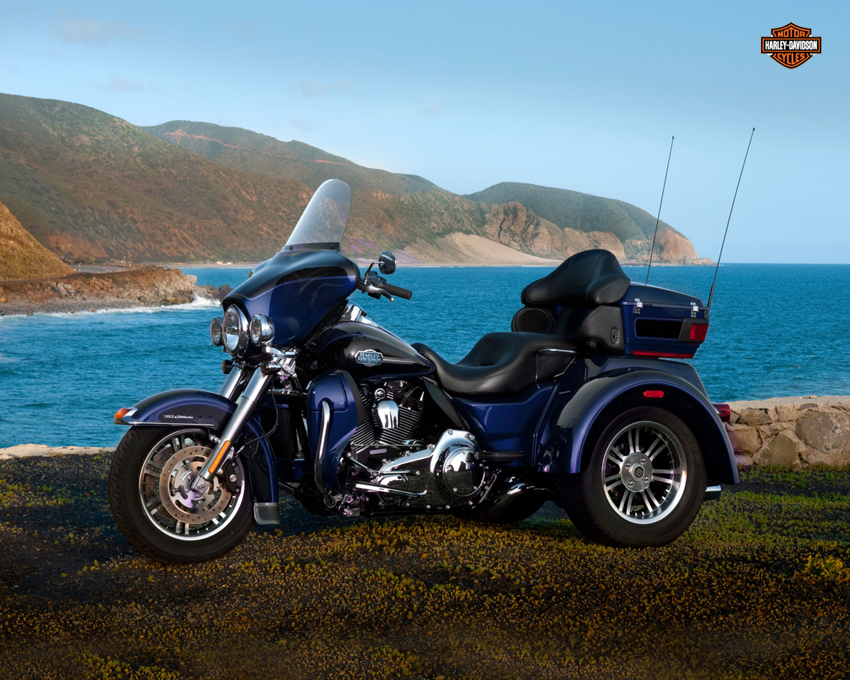 Harley-Davidson FLHTCUTG Tri Glide Ultra Classic 2012 wallpapers #160310