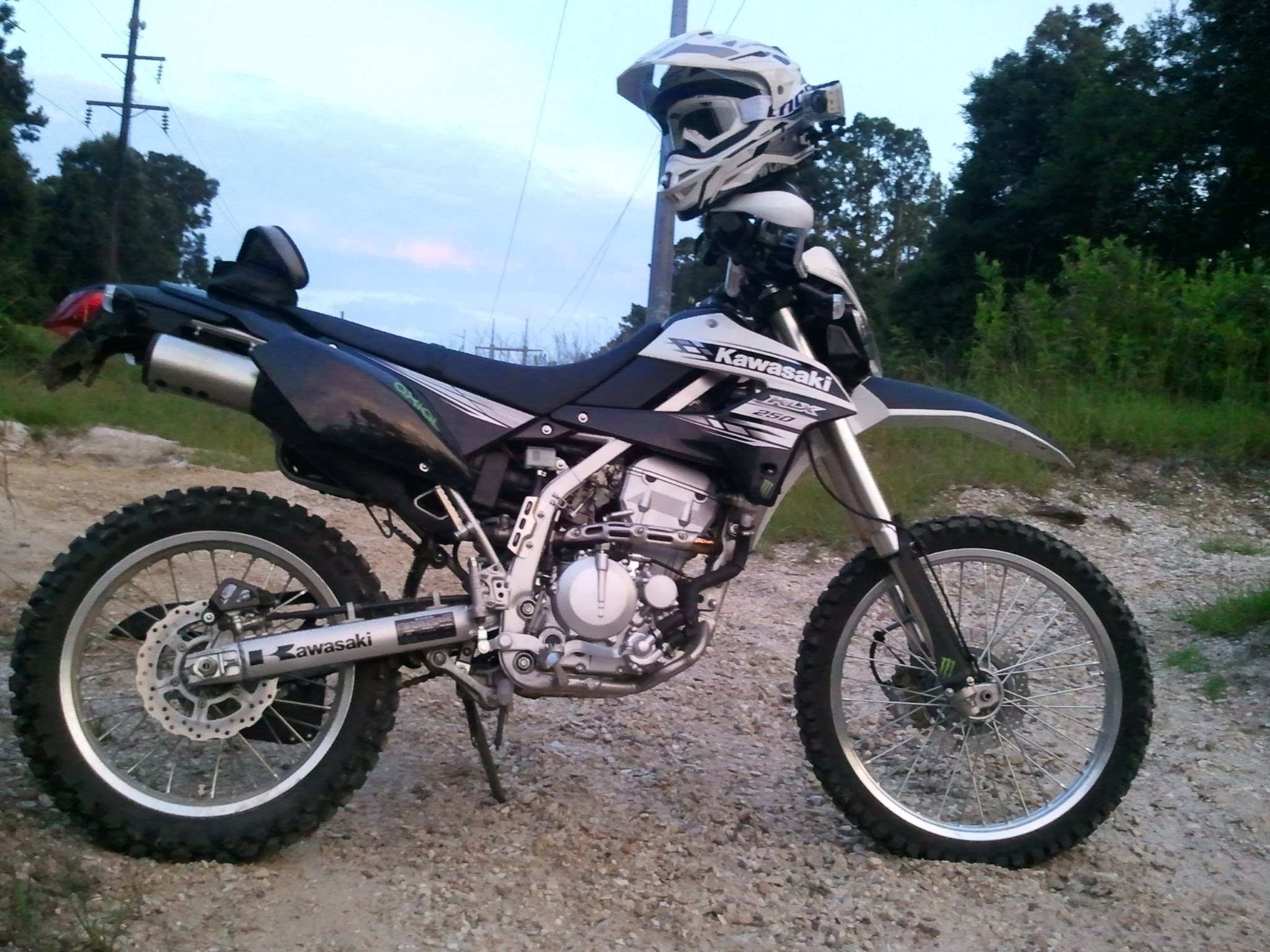 Kawasaki KLX 250 S: pics, specs and list of seriess by year ...
