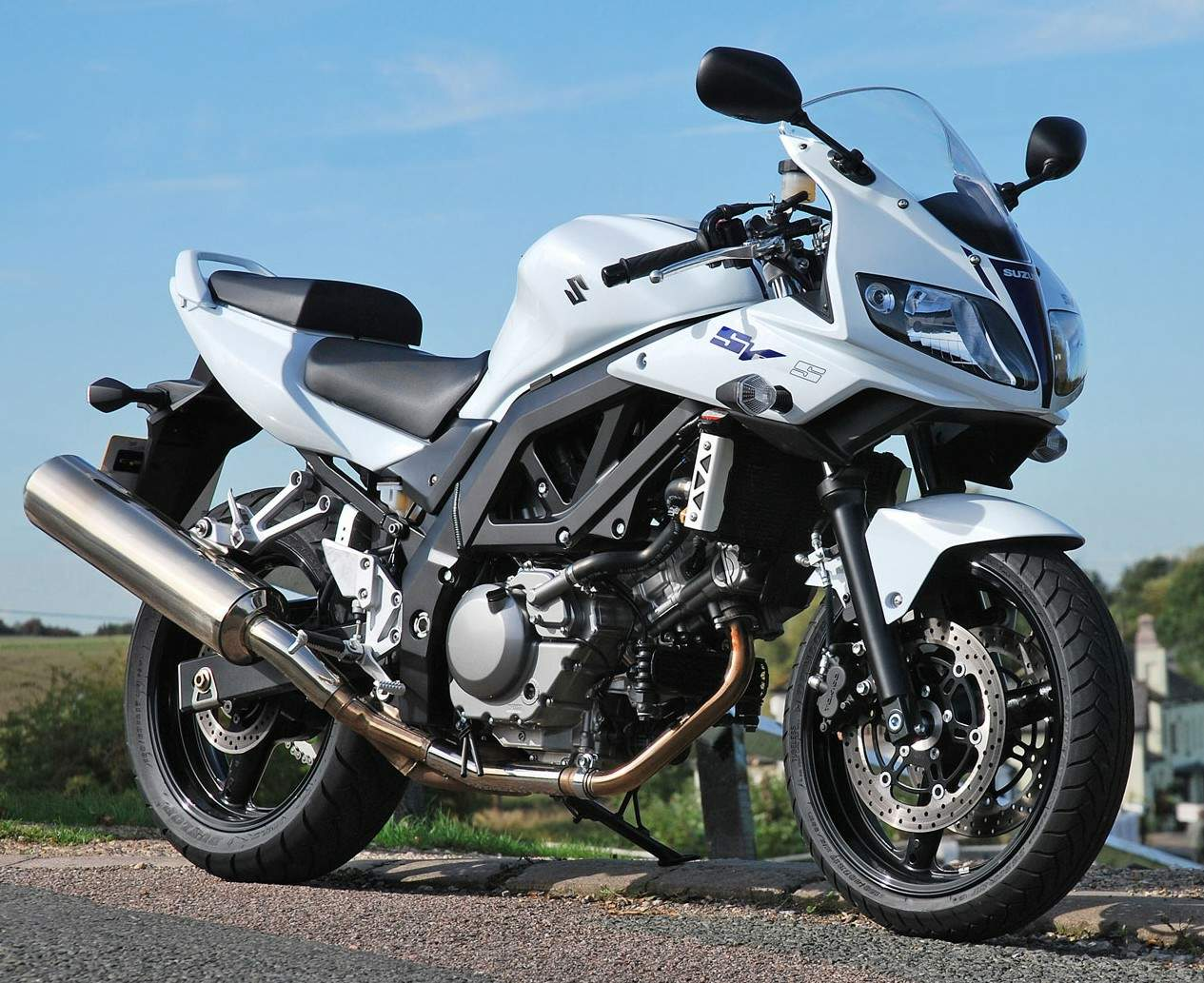 2011 suzuki sv 650 s abs pics specs and information. Black Bedroom Furniture Sets. Home Design Ideas