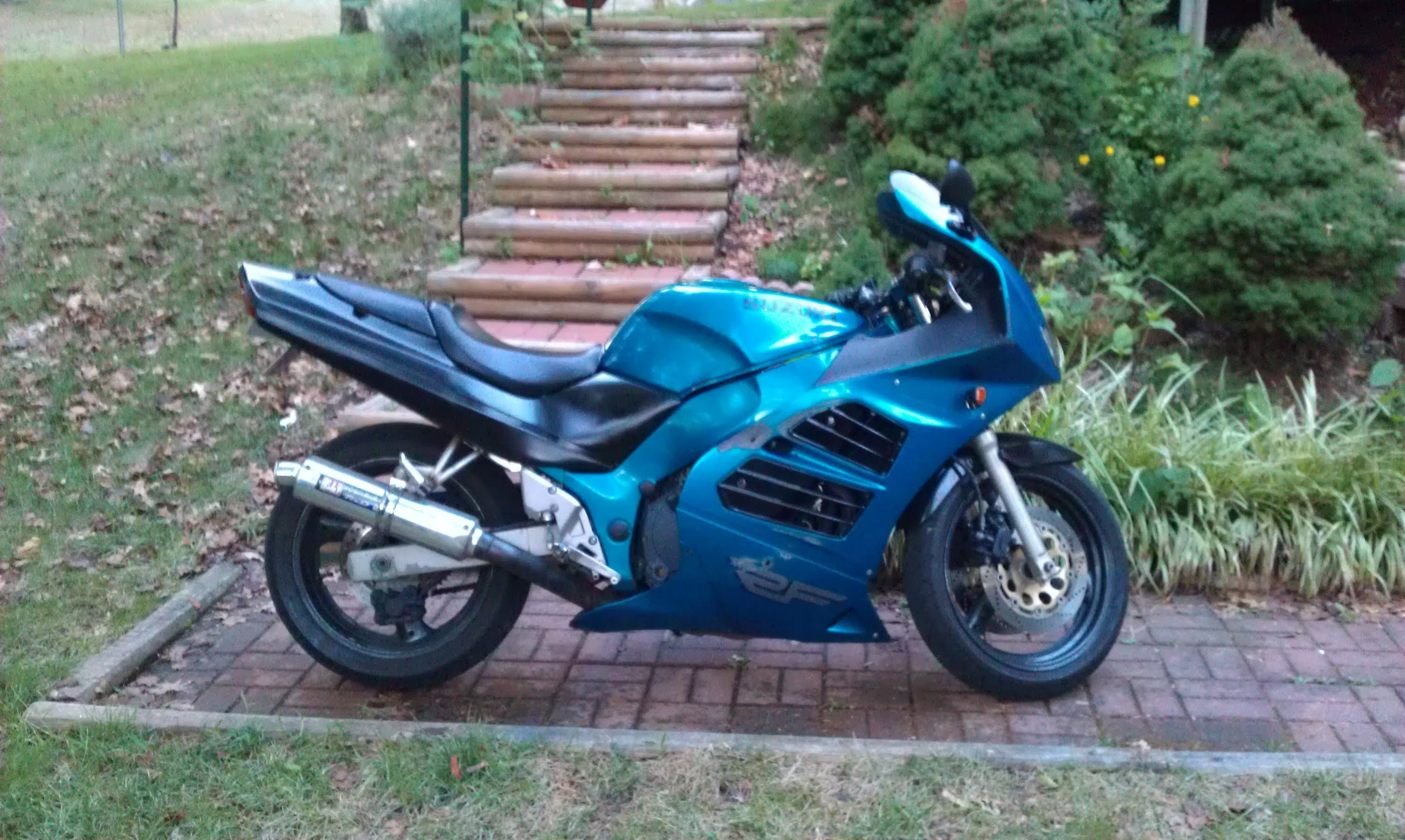 1995 suzuki rf 600 r pics specs and information. Black Bedroom Furniture Sets. Home Design Ideas