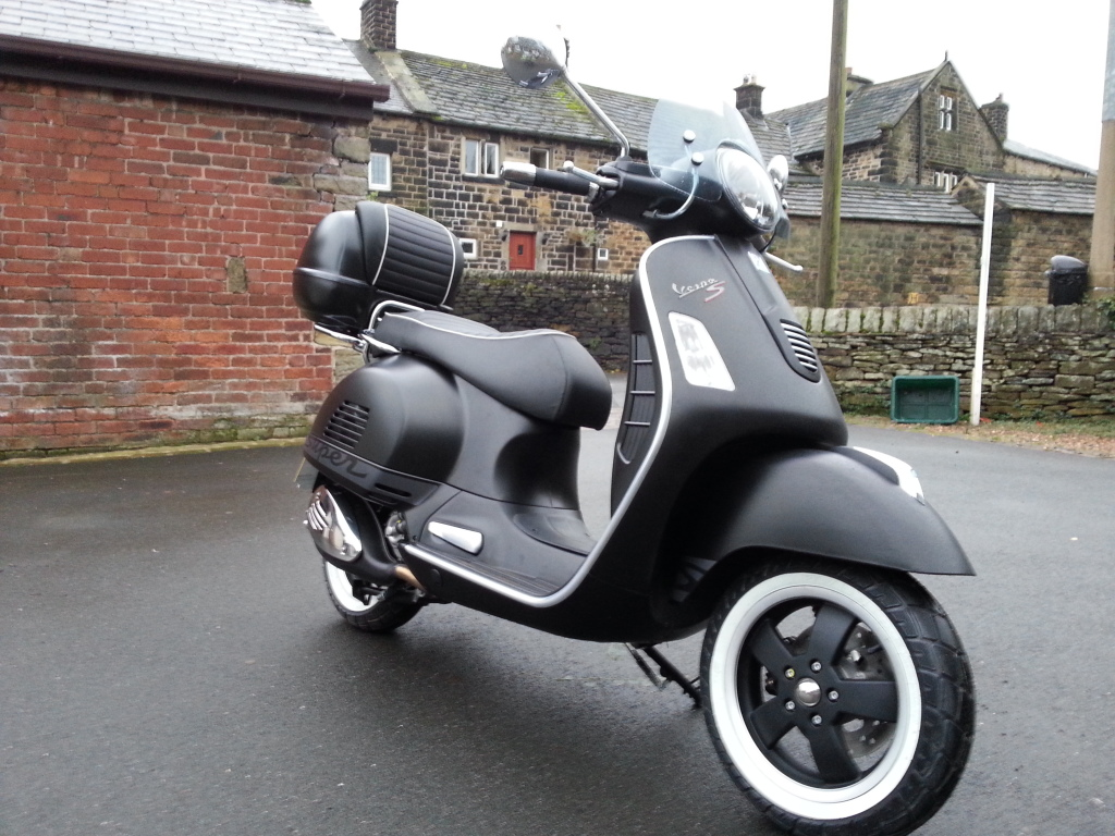 2011 vespa gts supersport 300 ie pics specs and information. Black Bedroom Furniture Sets. Home Design Ideas