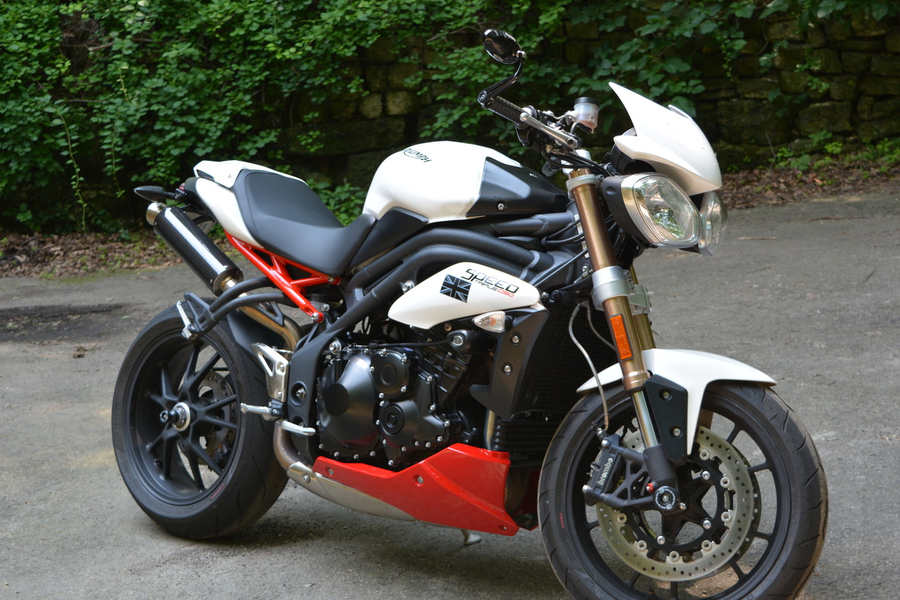 Triumph Speed Triple 1050 2011 images #126630
