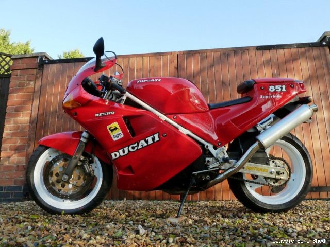 Ducati 851 Strada 1990 wallpapers #10635