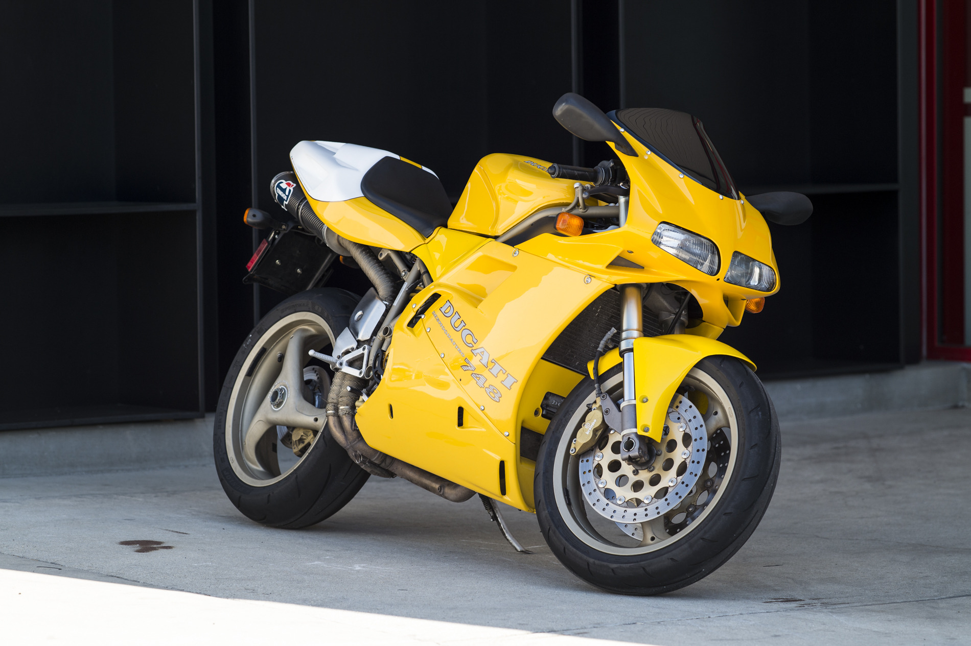 1997 ducati 748 biposto pics specs and information. Black Bedroom Furniture Sets. Home Design Ideas