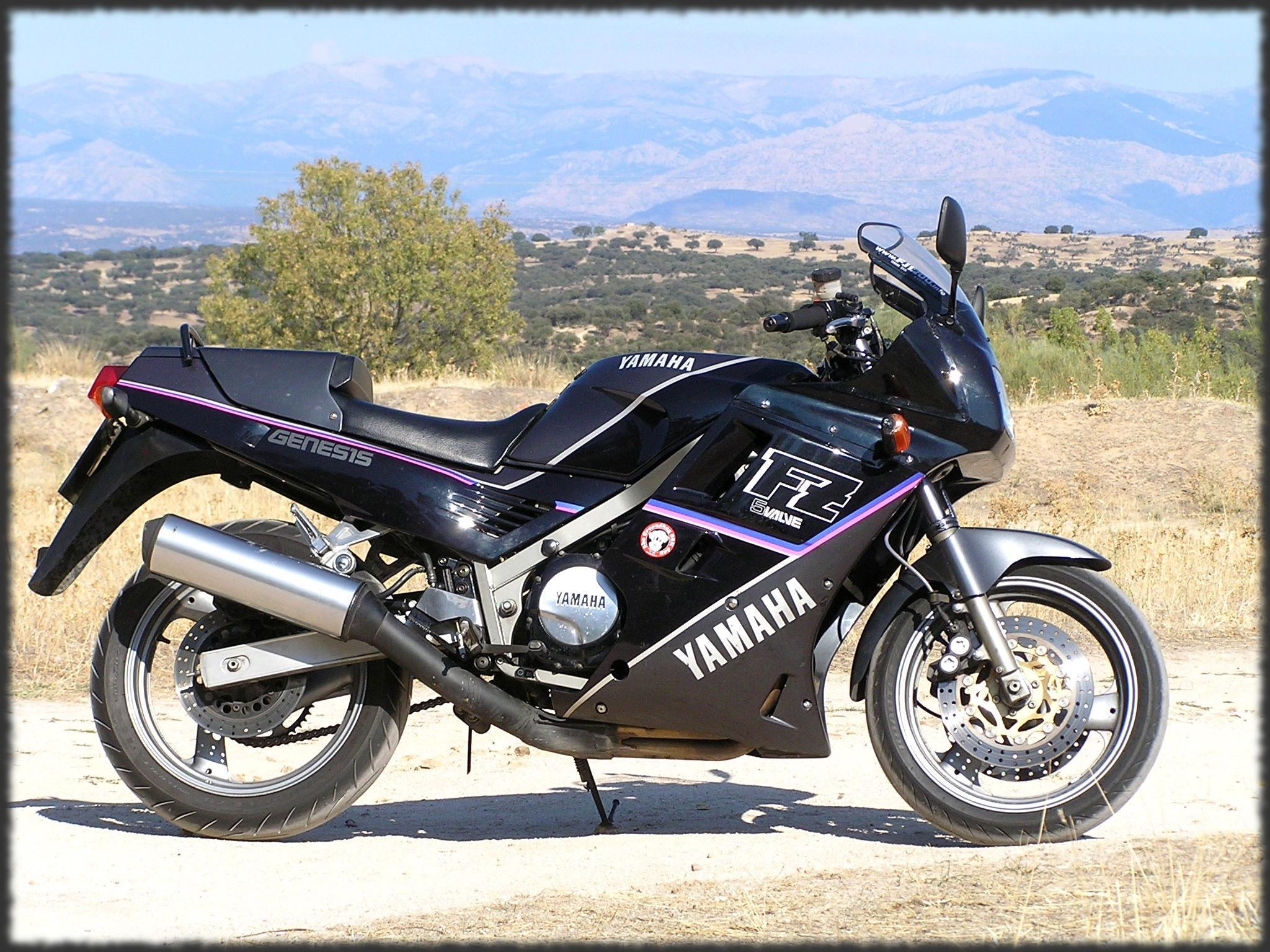 yamaha fzx 750 pics specs and list of seriess by year. Black Bedroom Furniture Sets. Home Design Ideas