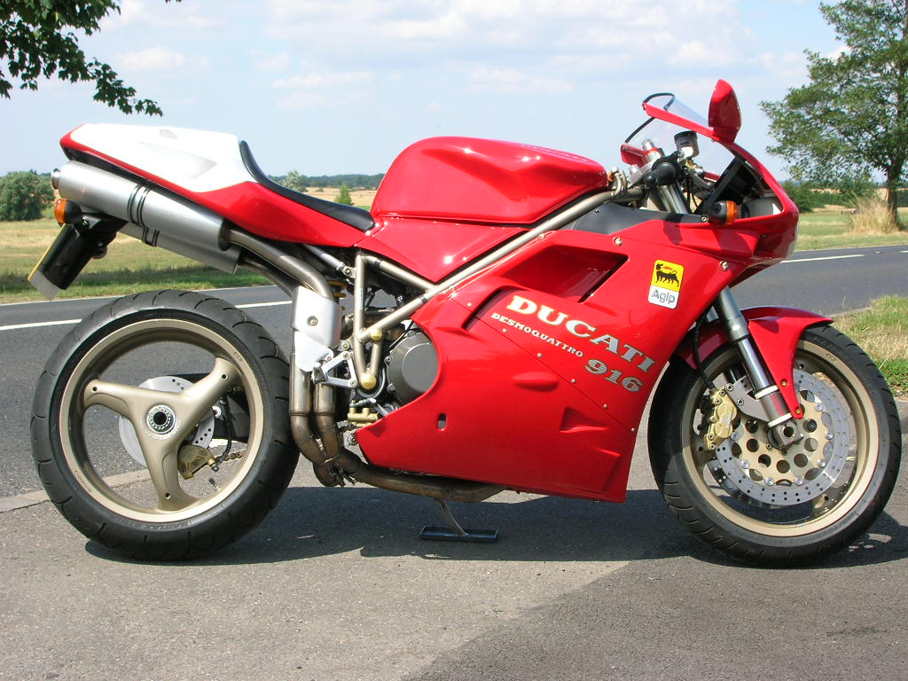 Ducati 916 Strada 1995 wallpapers #10842