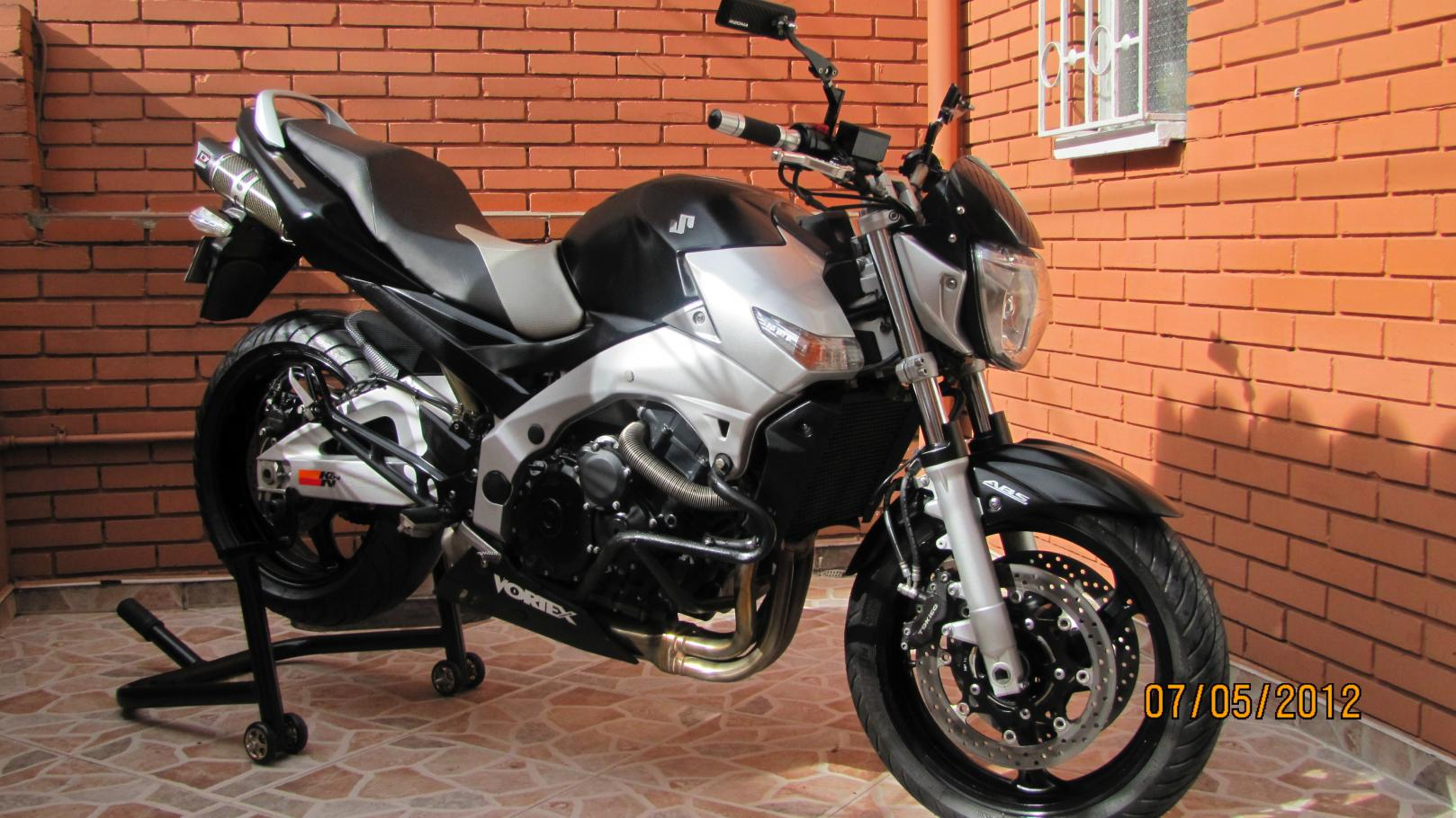 suzuki gsr 600 abs pics specs and list of seriess by year. Black Bedroom Furniture Sets. Home Design Ideas