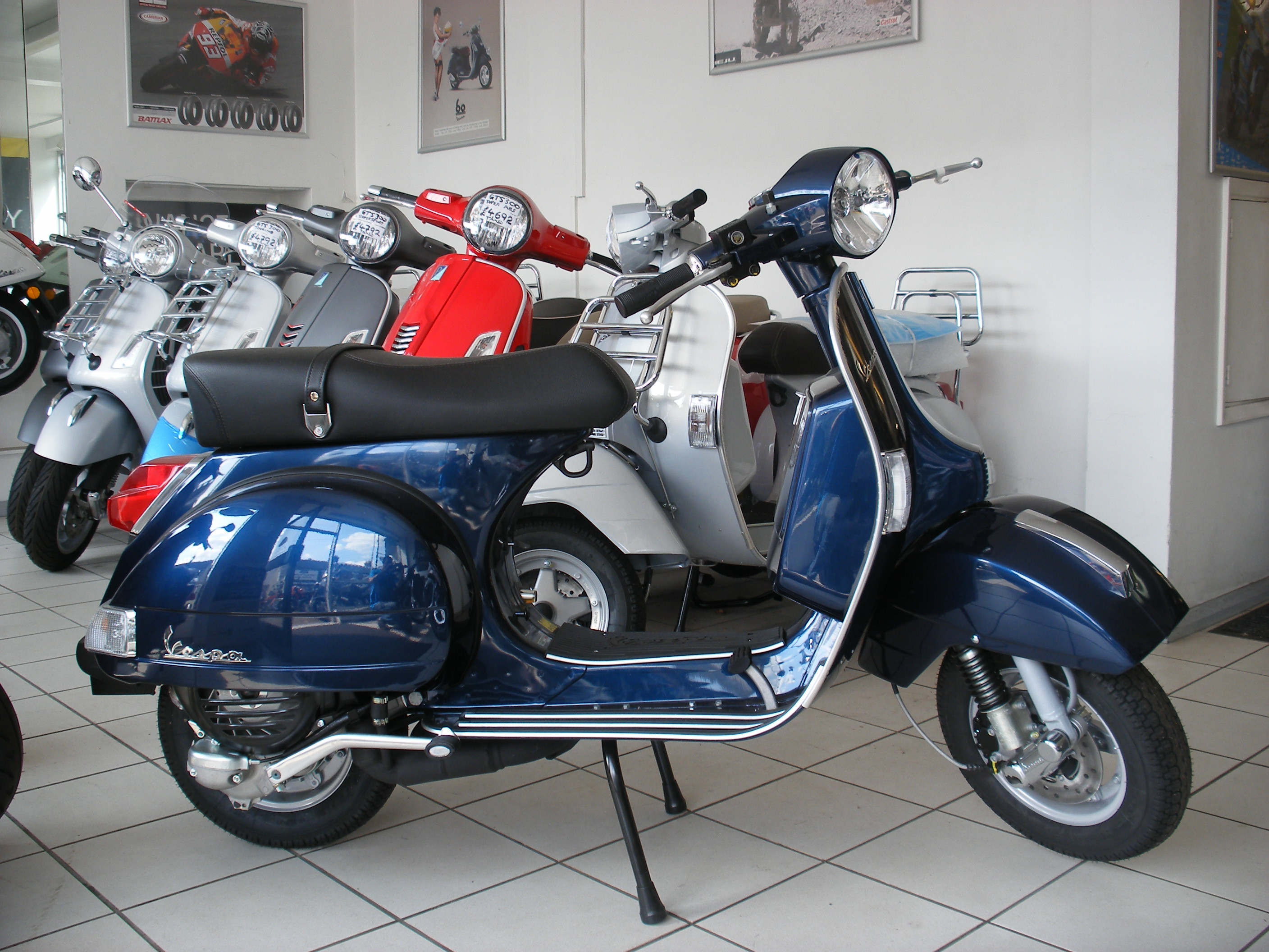 vespa px 125 pics specs and list of seriess by year. Black Bedroom Furniture Sets. Home Design Ideas