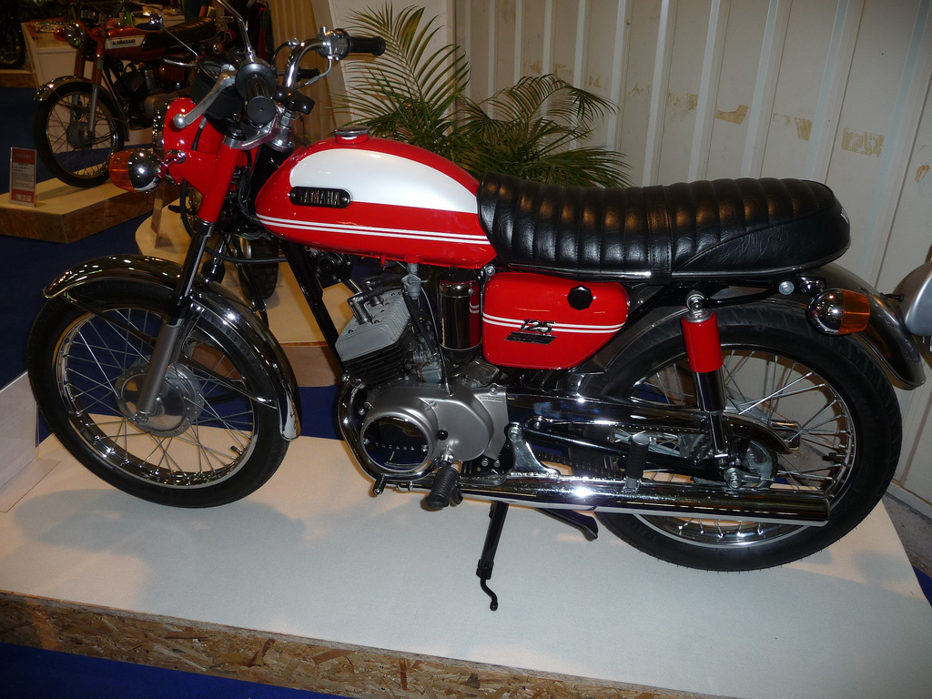 1970 yamaha at 125 pics specs and information. Black Bedroom Furniture Sets. Home Design Ideas