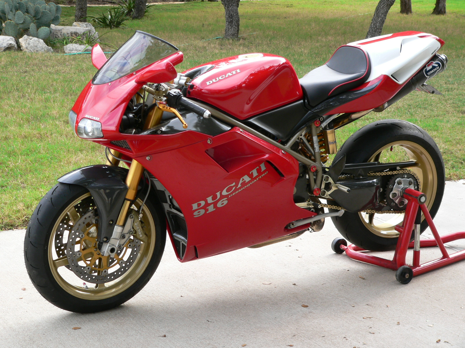 Ducati 916 Strada 1995 wallpapers #10843