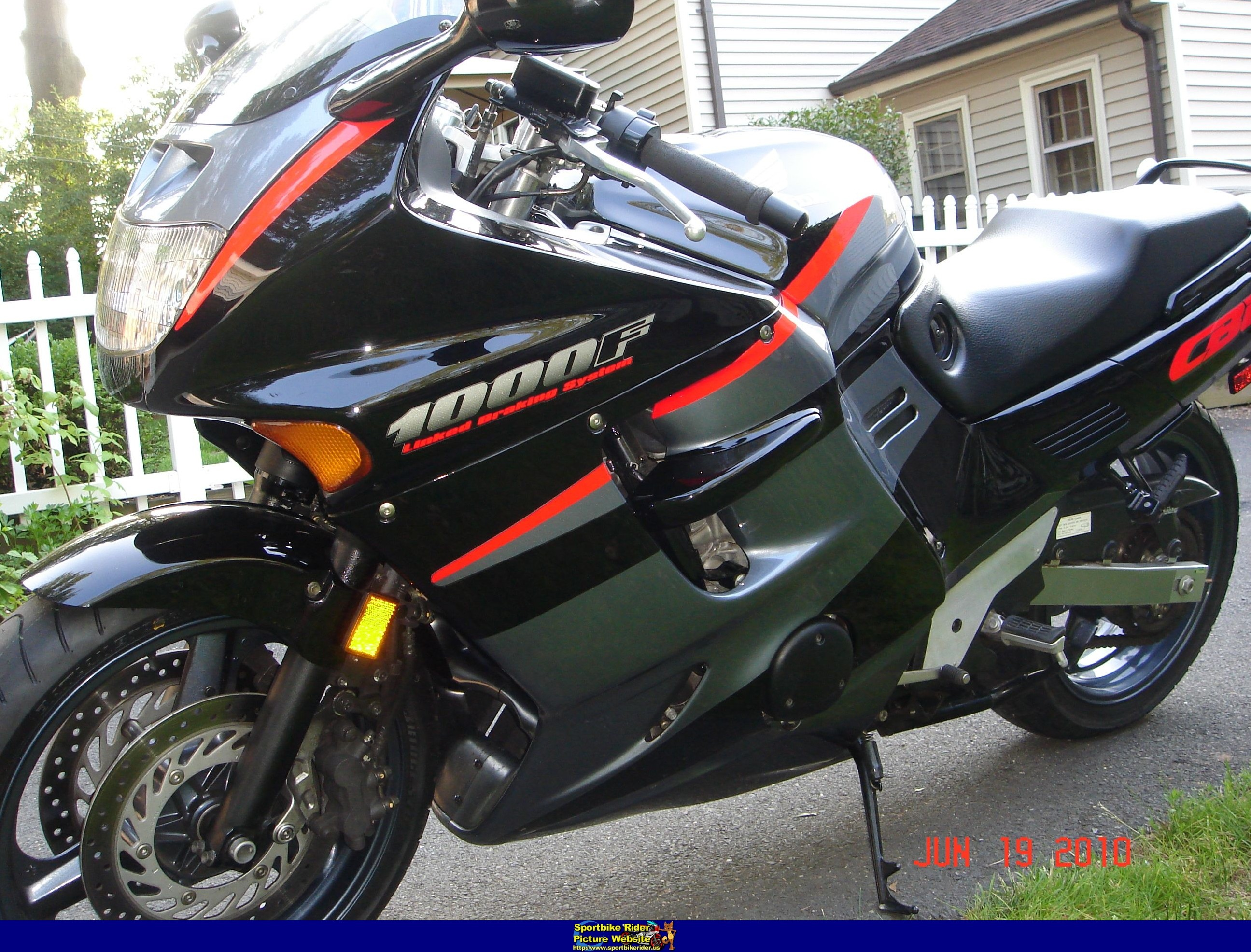 1998 honda cbr 1000 f pics specs and information. Black Bedroom Furniture Sets. Home Design Ideas