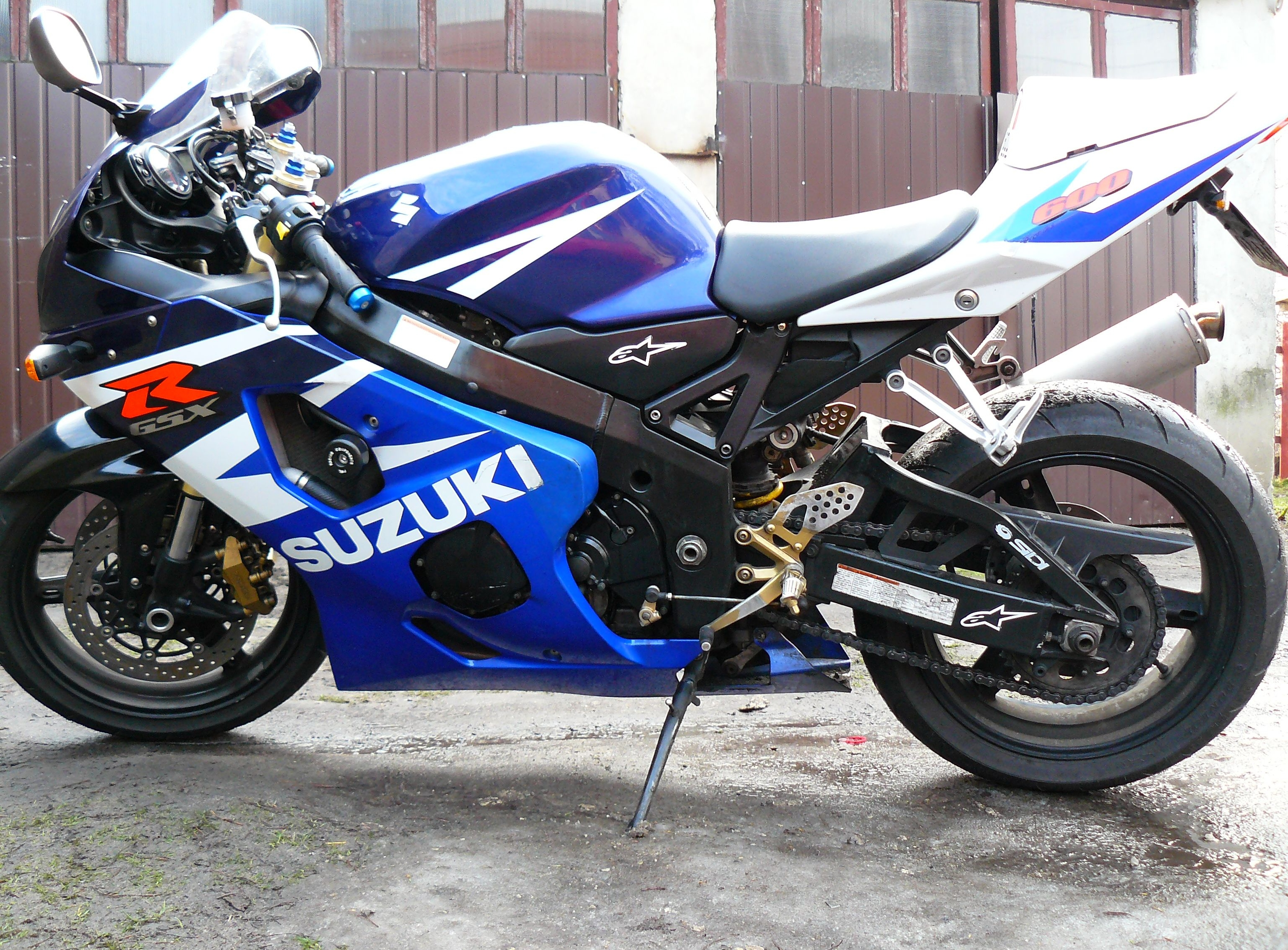 suzuki gsx r 600 pics specs and list of seriess by year. Black Bedroom Furniture Sets. Home Design Ideas