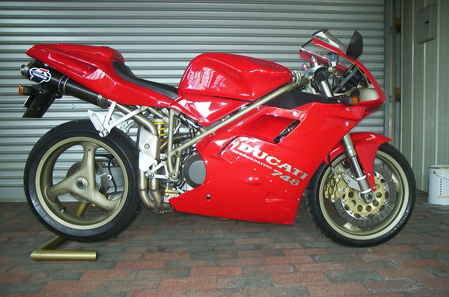 Ducati 748 Biposto 1995 wallpapers #10744