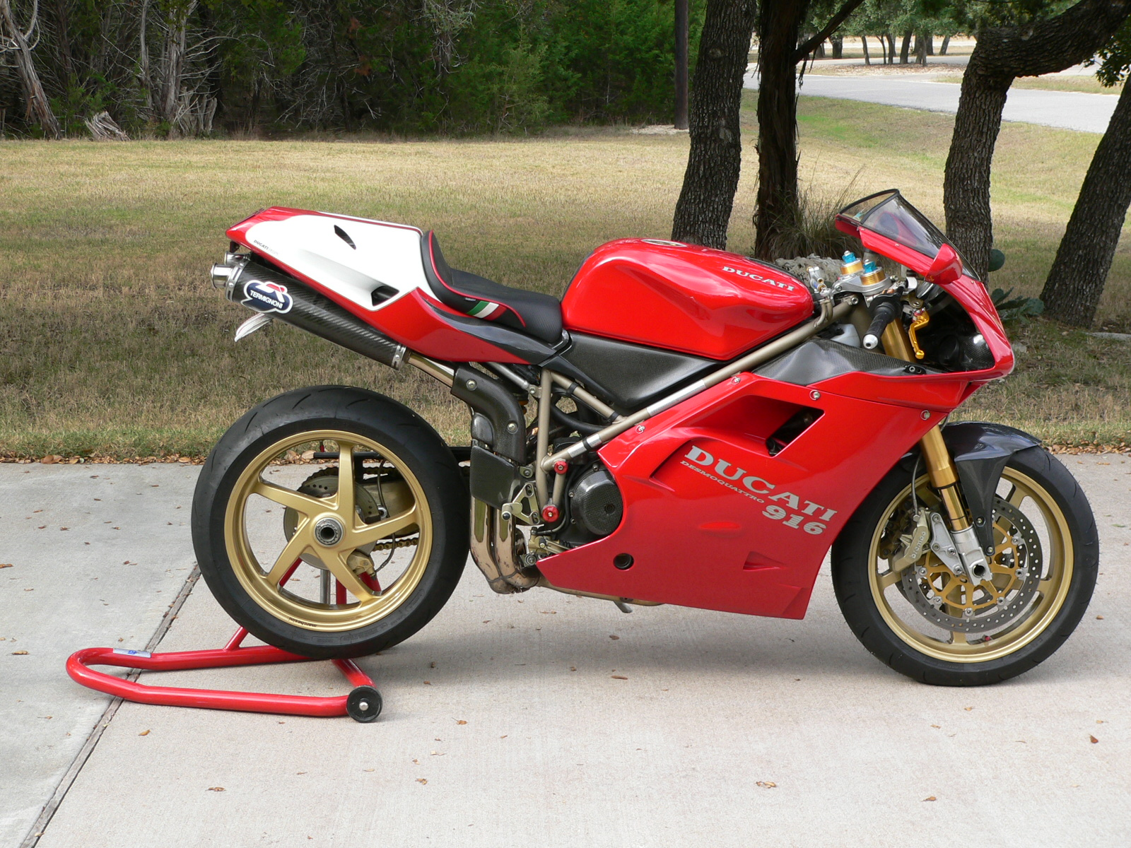 Ducati 916 Strada 1995 wallpapers #10847