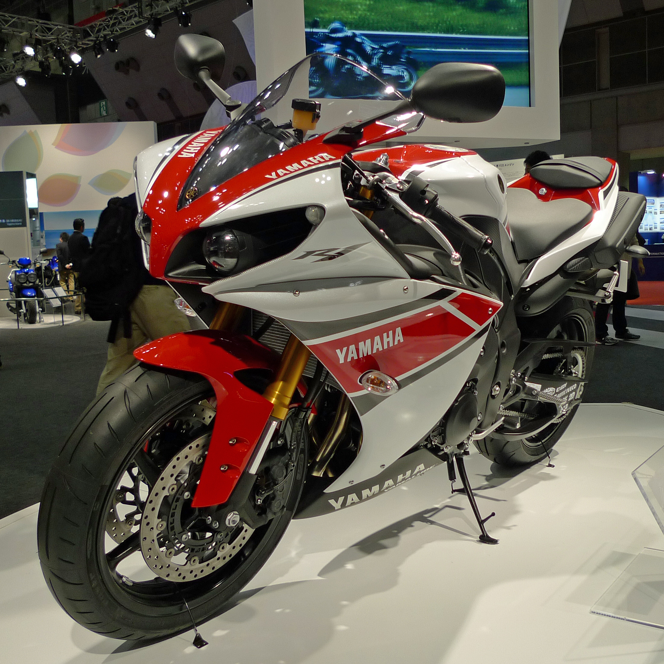 2013 yamaha yzf r1 pics specs and information for Yamaha r9 motorcycle