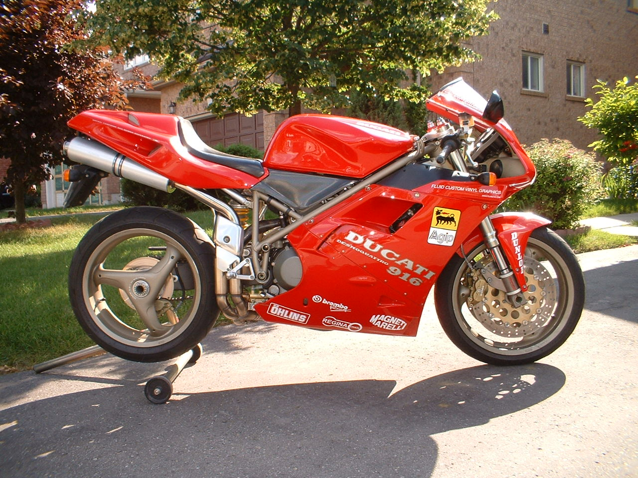 Ducati 916 Strada 1995 wallpapers #10848