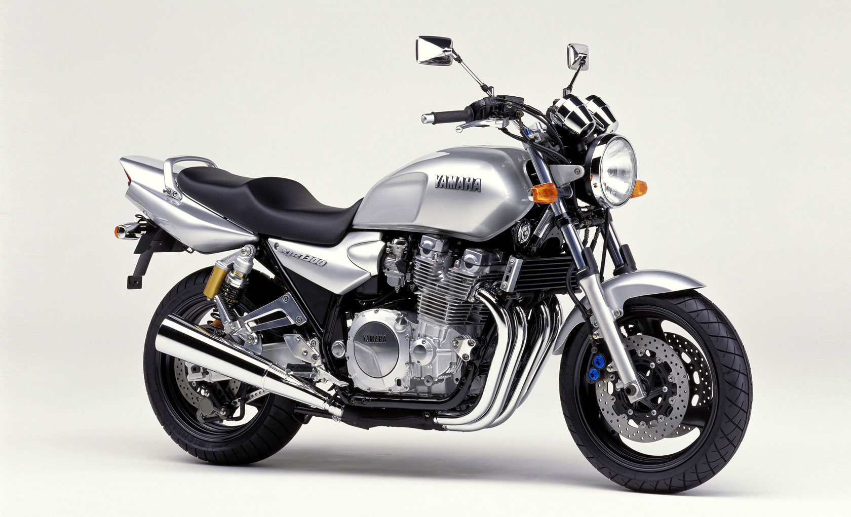 2000 yamaha xjr 1300 pics specs and information. Black Bedroom Furniture Sets. Home Design Ideas